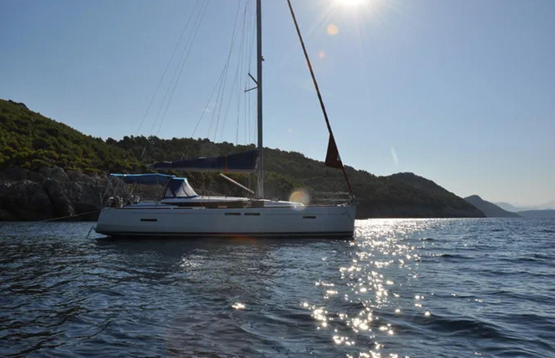 https://media.insailing.com/boat/42/image_1575626239823.jpg