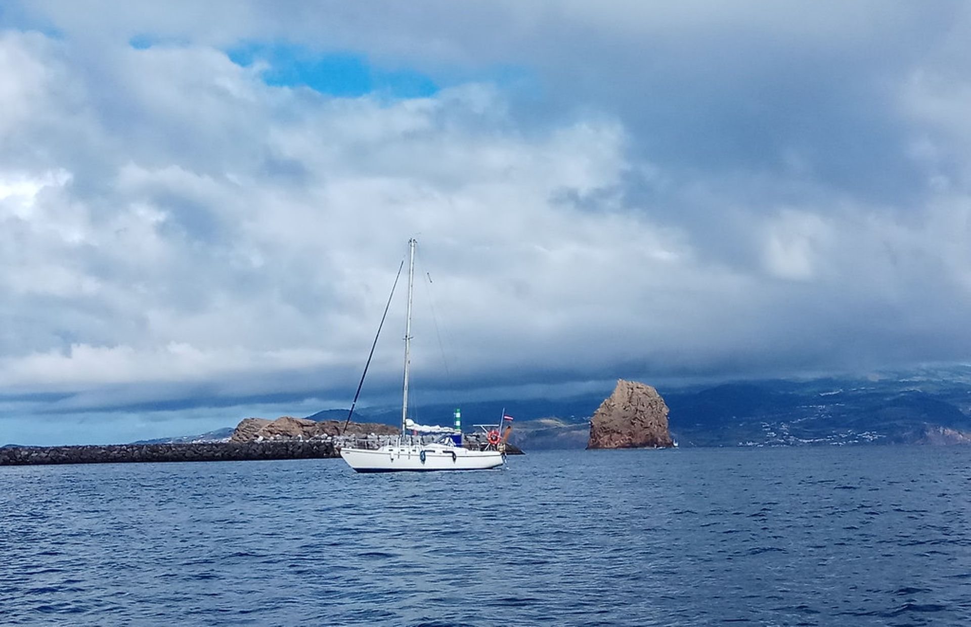 https://media.insailing.com/boat/amiga/image_1570997104905.jpg