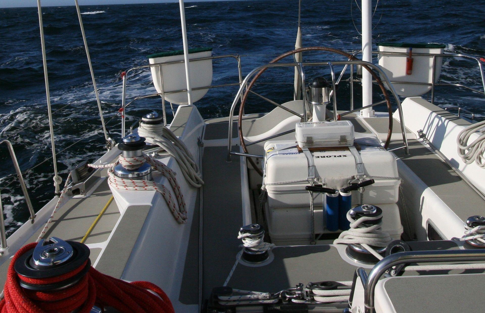https://media.insailing.com/boat/aurora/image_1565277389390.jpg
