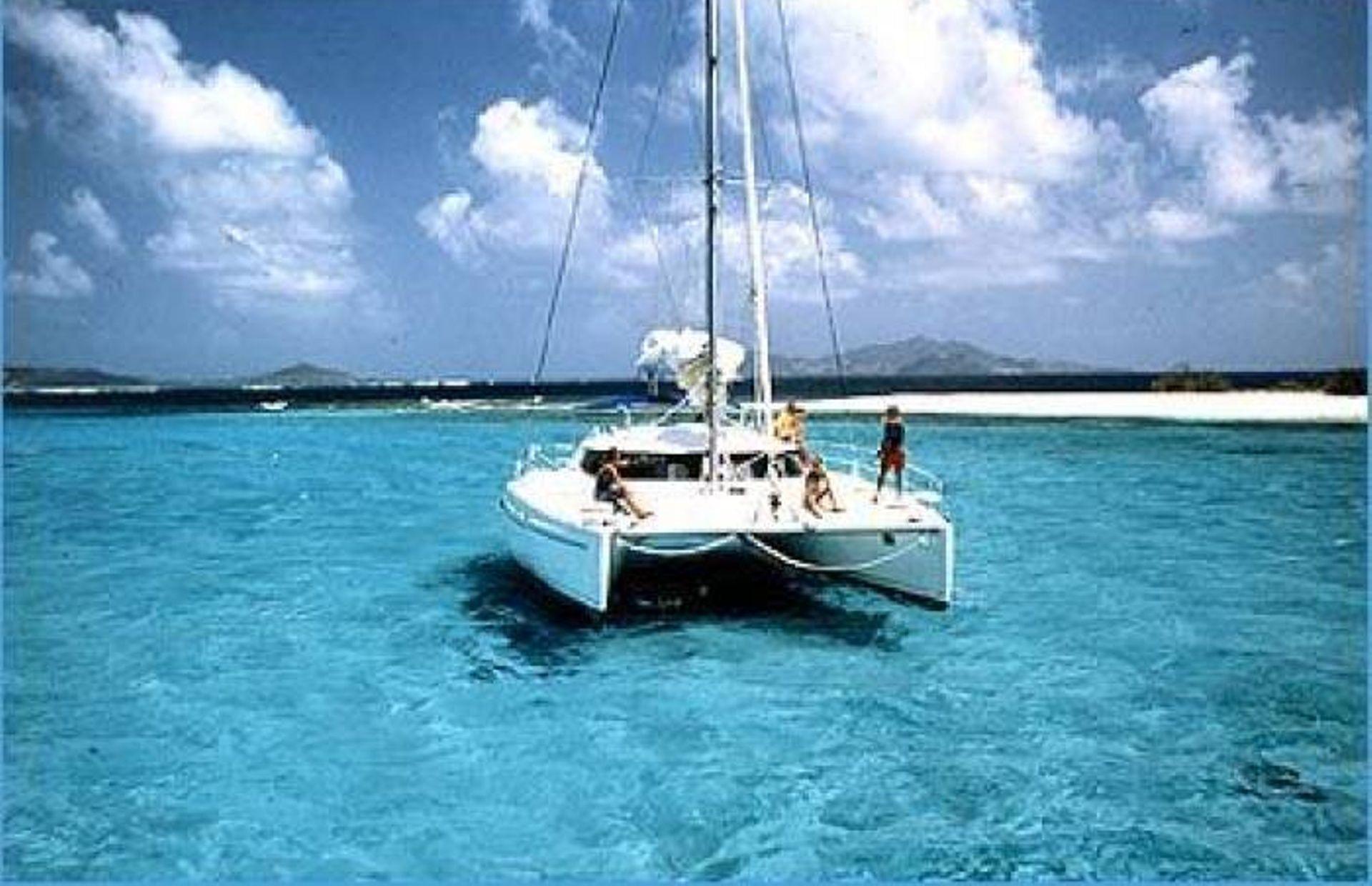 https://media.insailing.com/boat/bahia-46/image_1578404540992.jpg