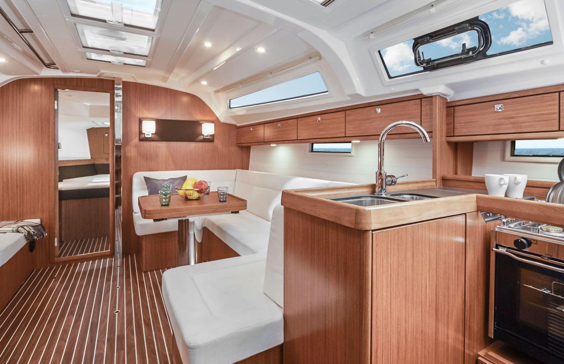 https://media.insailing.com/boat/bavaria-41/image_1564477077973.jpg
