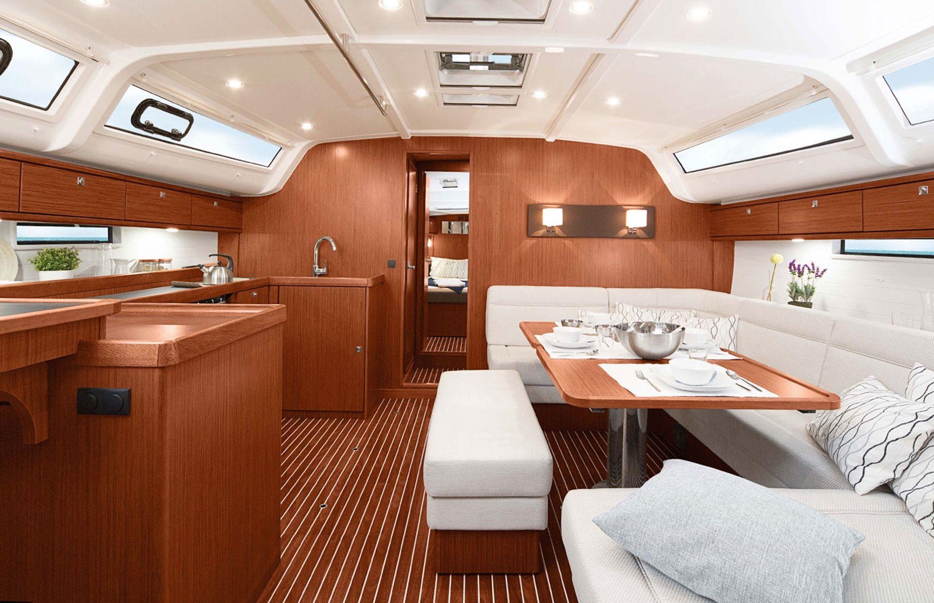 https://media.insailing.com/boat/bavaria-41/image_1564477077974.jpg