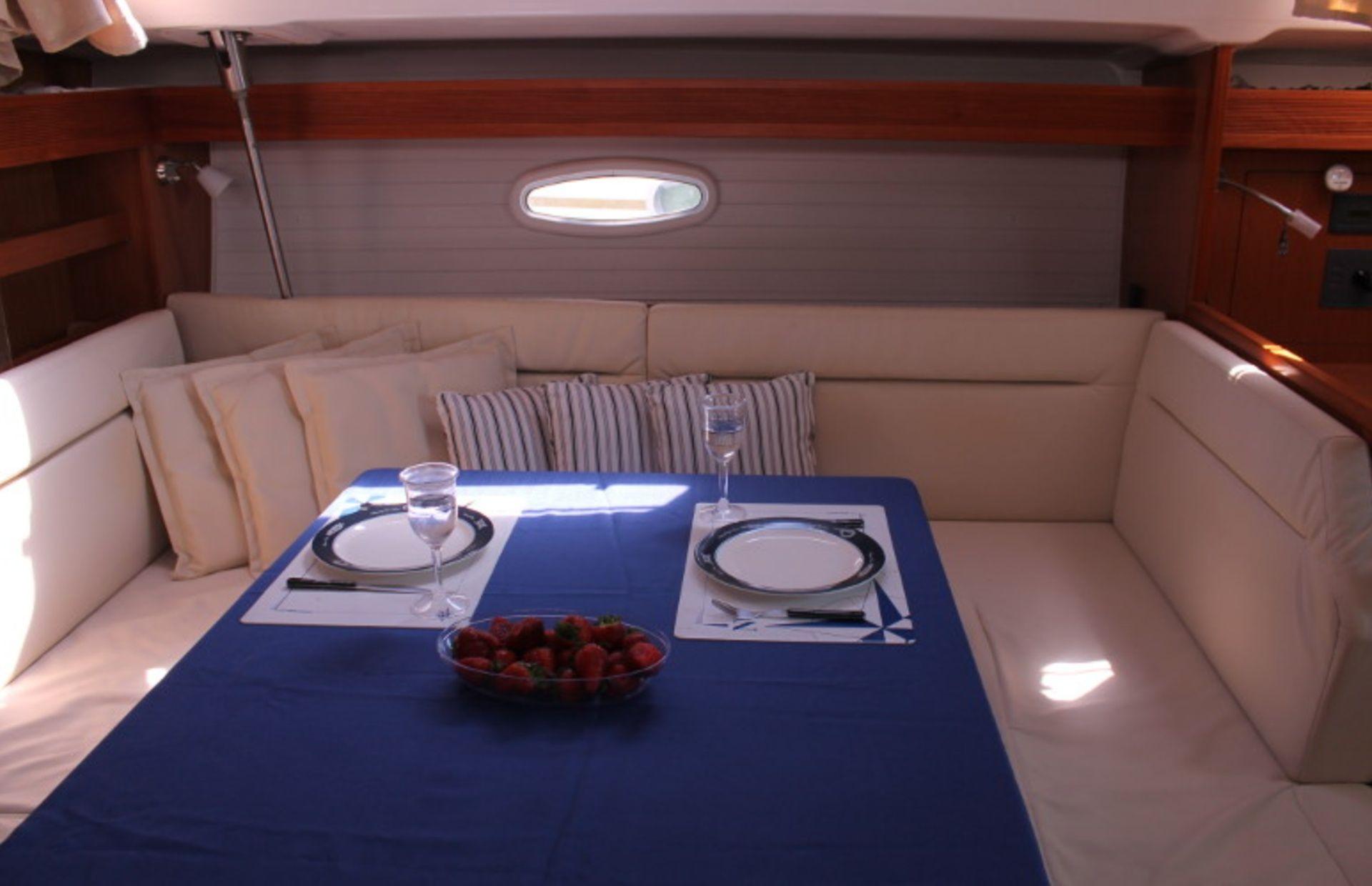 https://media.insailing.com/boat/bavaria-47/image_1570604139652.jpg
