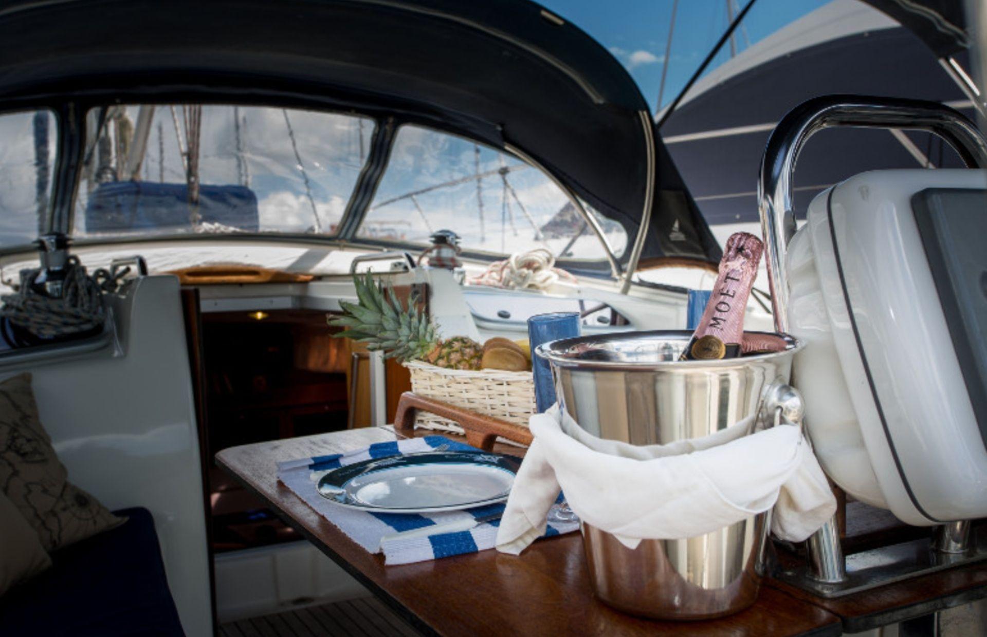 https://media.insailing.com/boat/bavaria-47/image_1570604139655.jpg