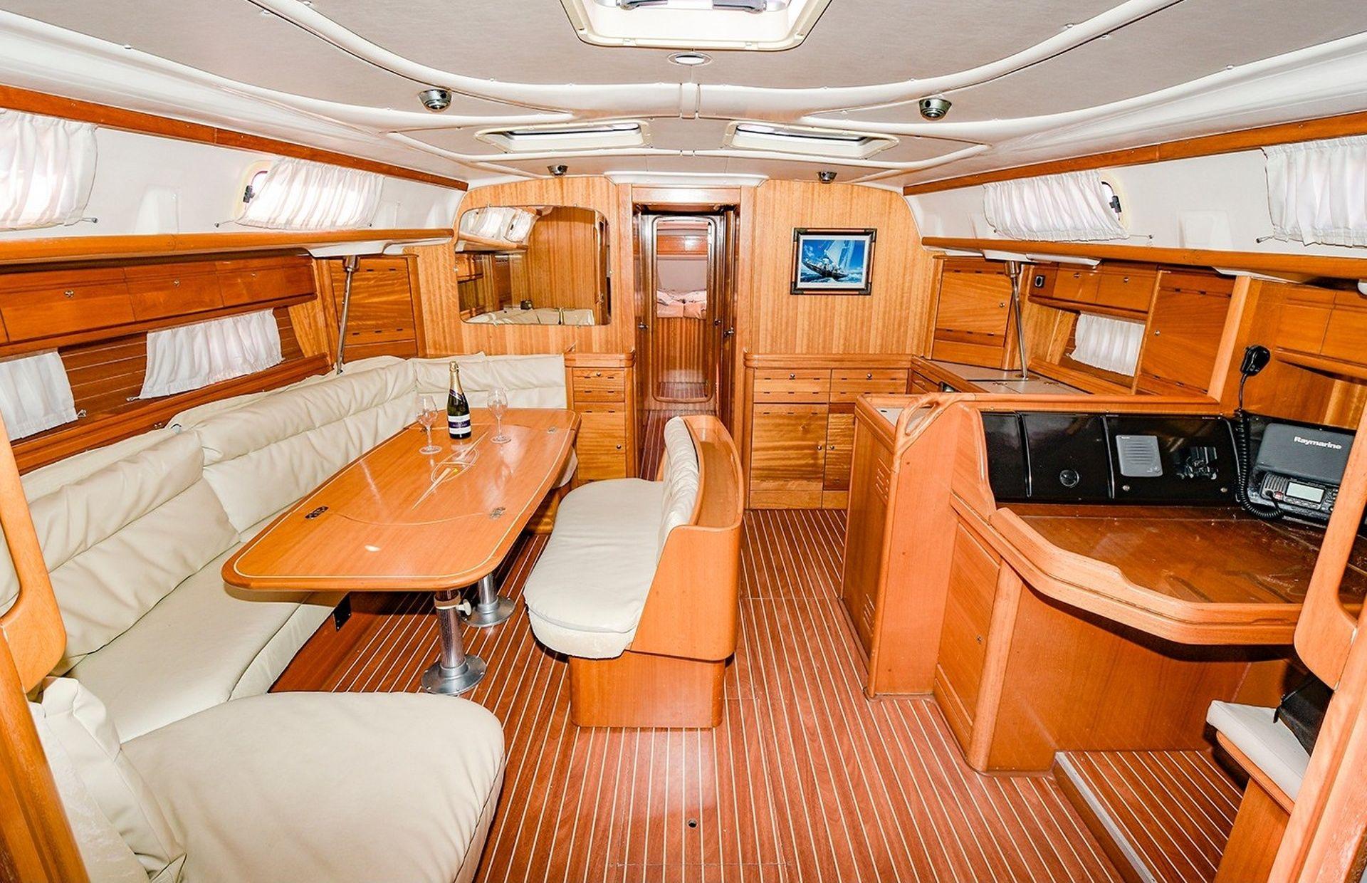 https://media.insailing.com/boat/bavaria-50/image_1582287950948.jpg