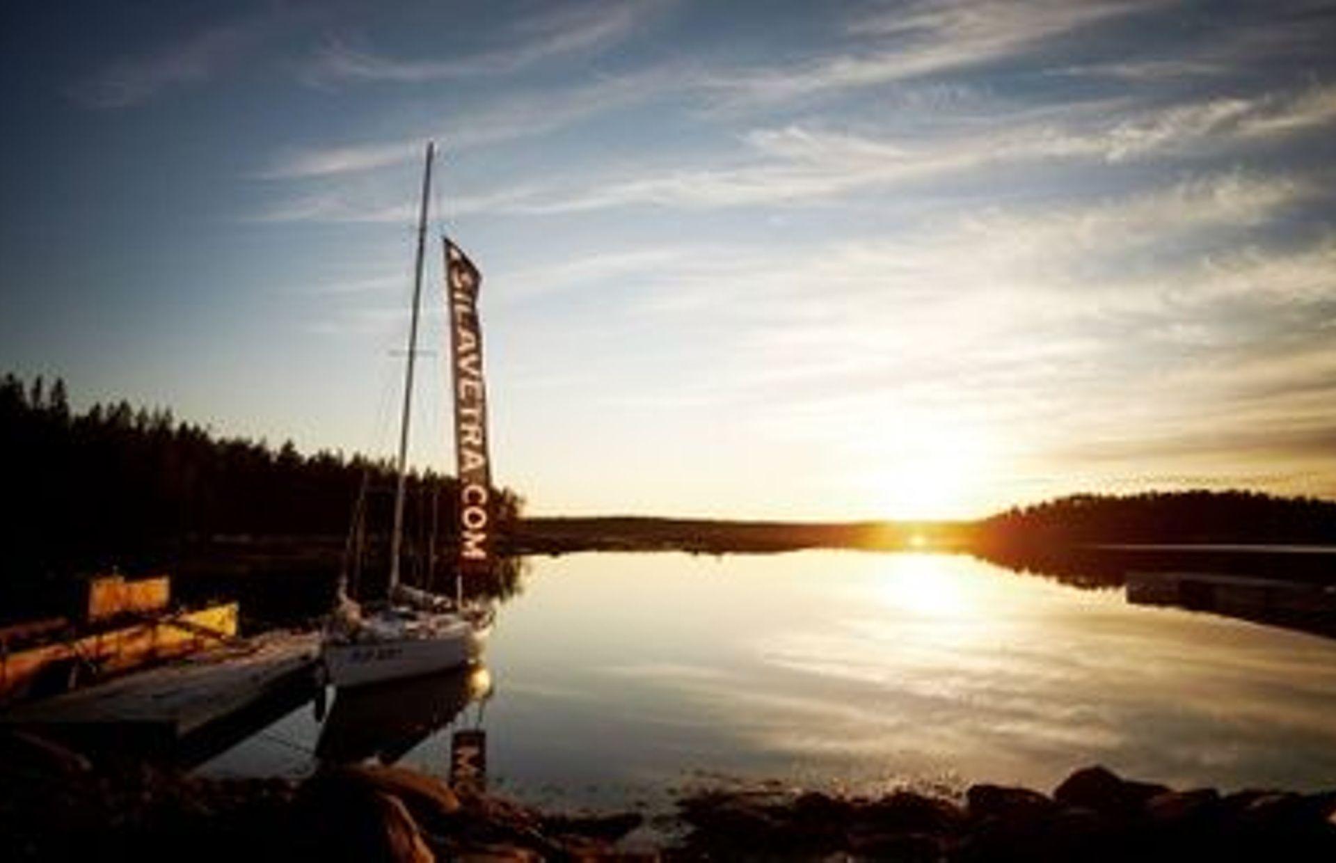 https://media.insailing.com/boat/belaya-noch/image_1589464109894.jpg