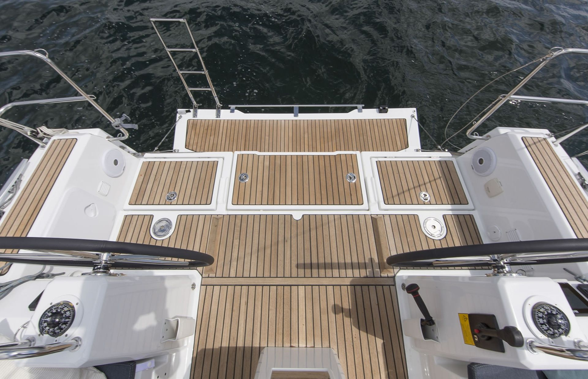 https://media.insailing.com/boat/benenteau-oceanis/image_1574089487570.jpg