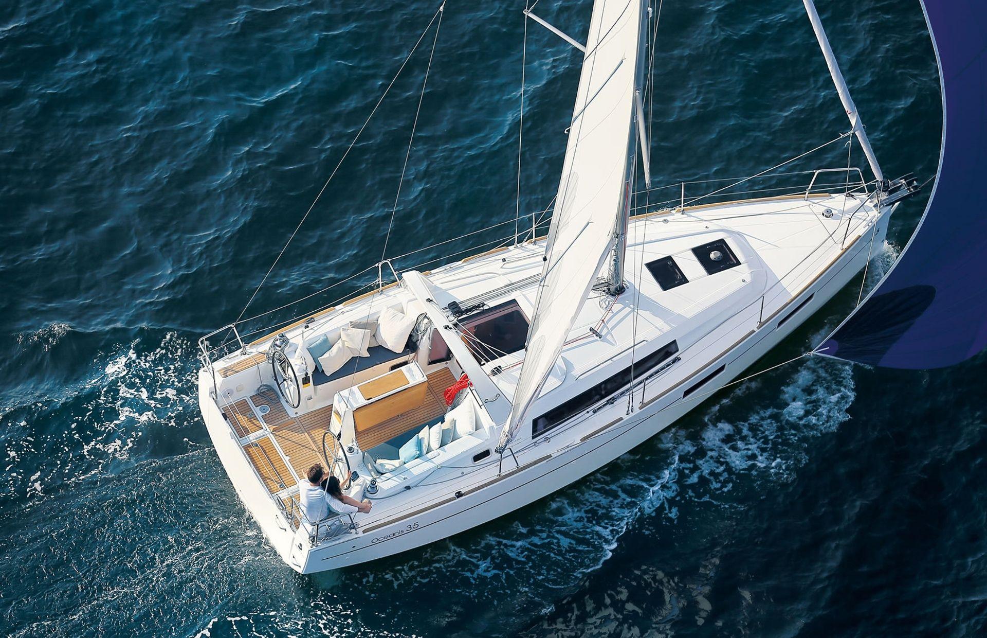 https://media.insailing.com/boat/benenteau-oceanis/image_1574089487571.jpg