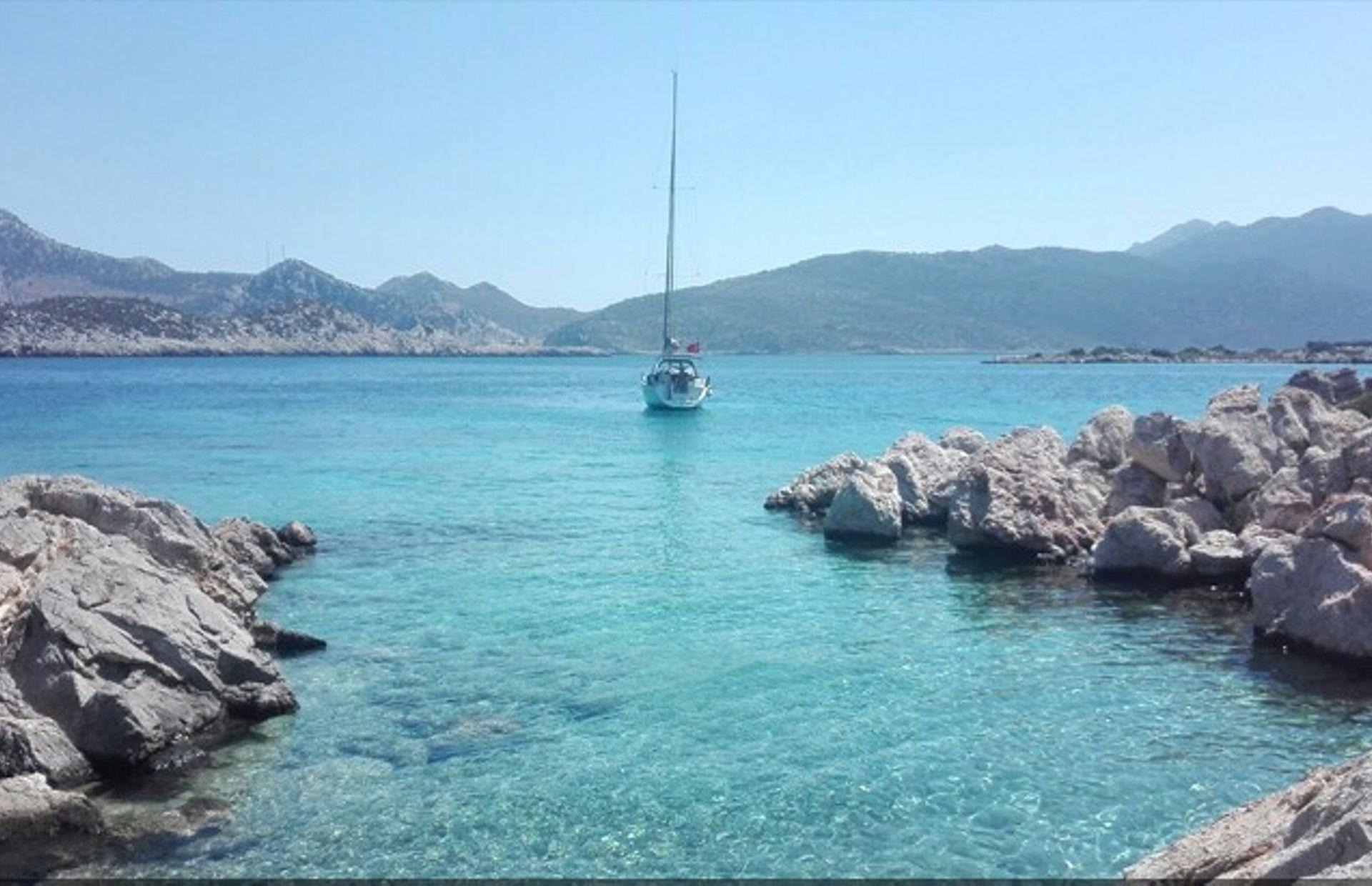 https://media.insailing.com/boat/beneteau-4/image_1569996524352.jpg