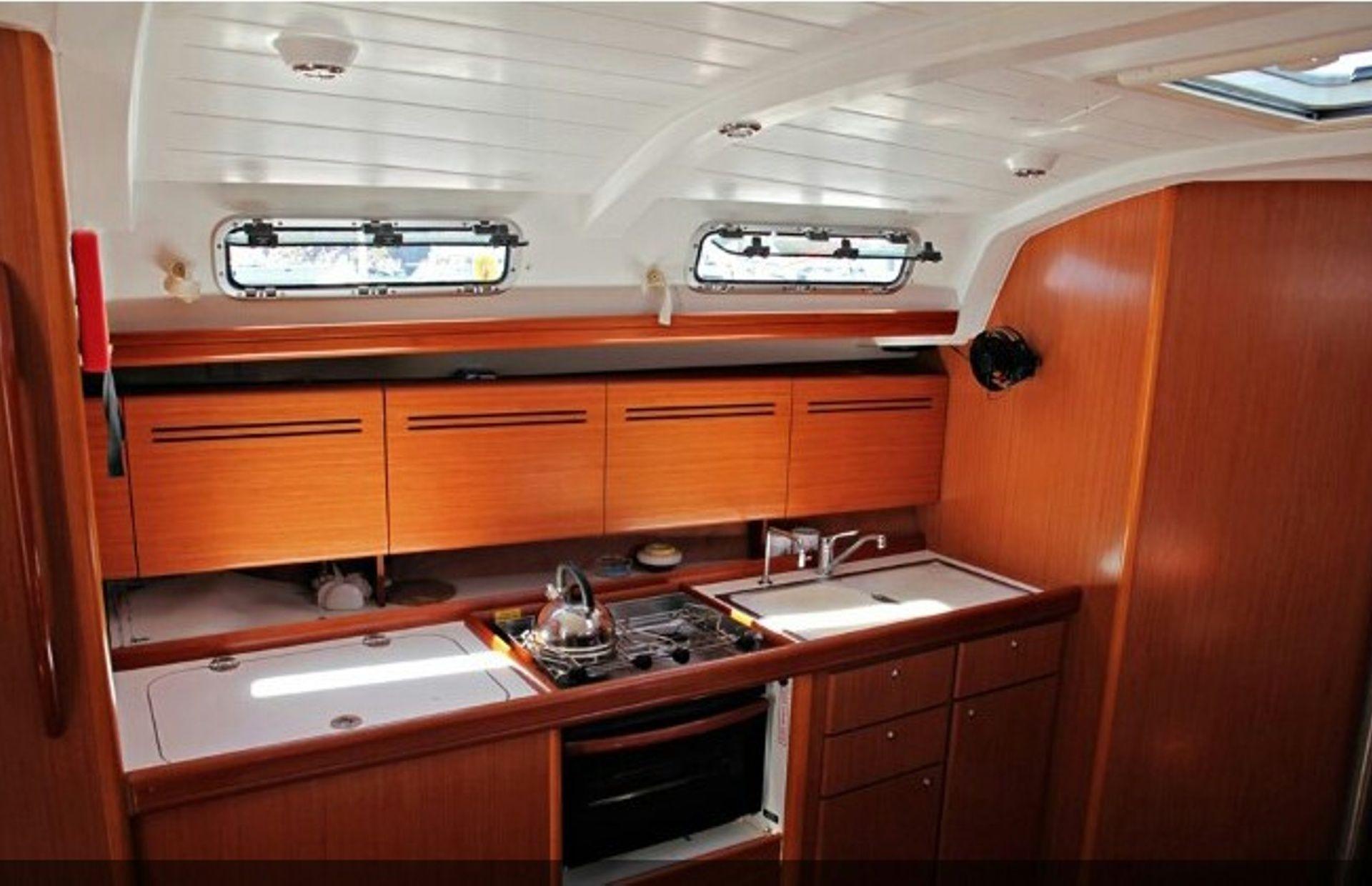 https://media.insailing.com/boat/beneteau-4/image_1569996524356.jpg