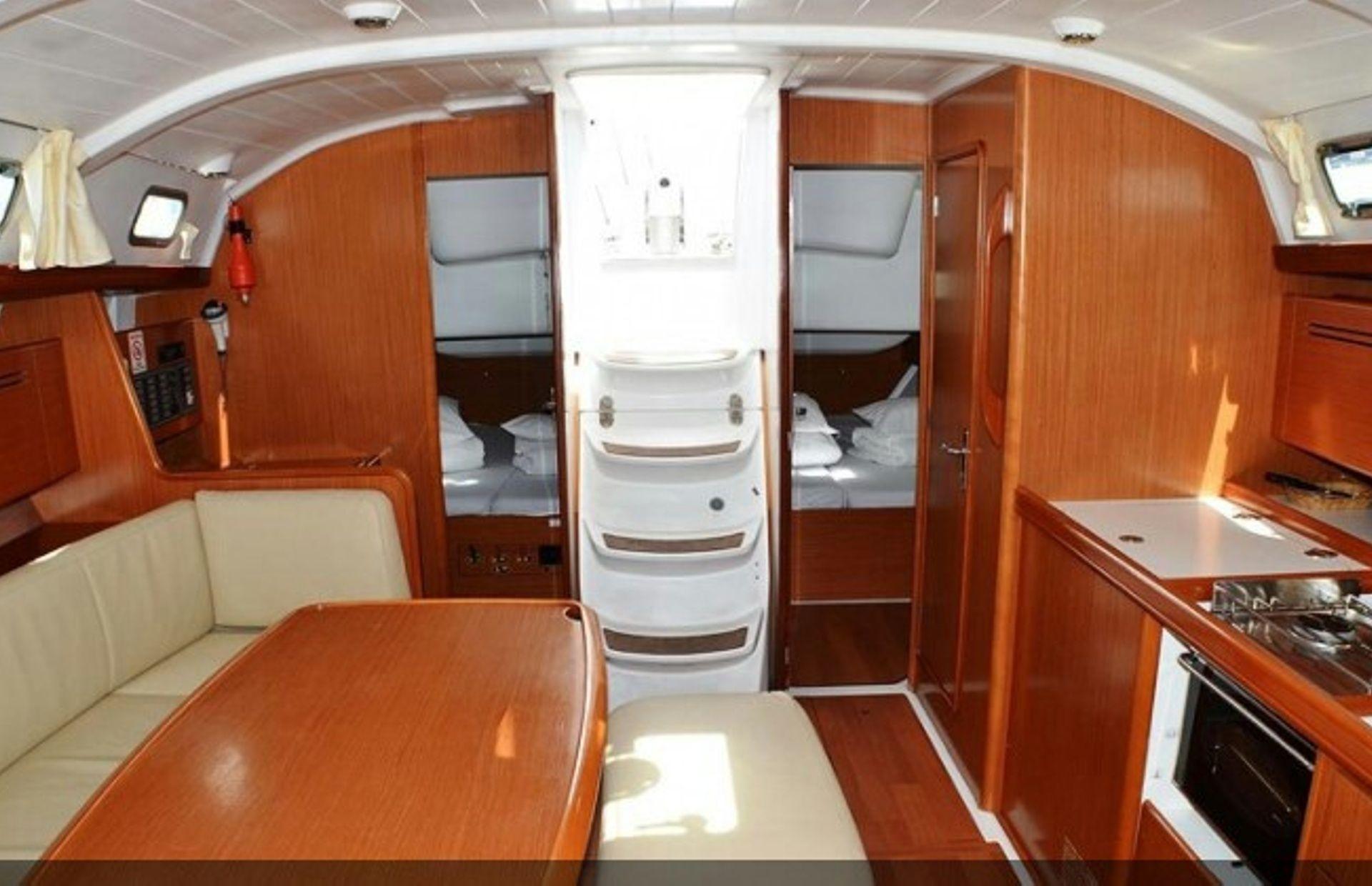 https://media.insailing.com/boat/beneteau-4/image_1569996524358.jpg