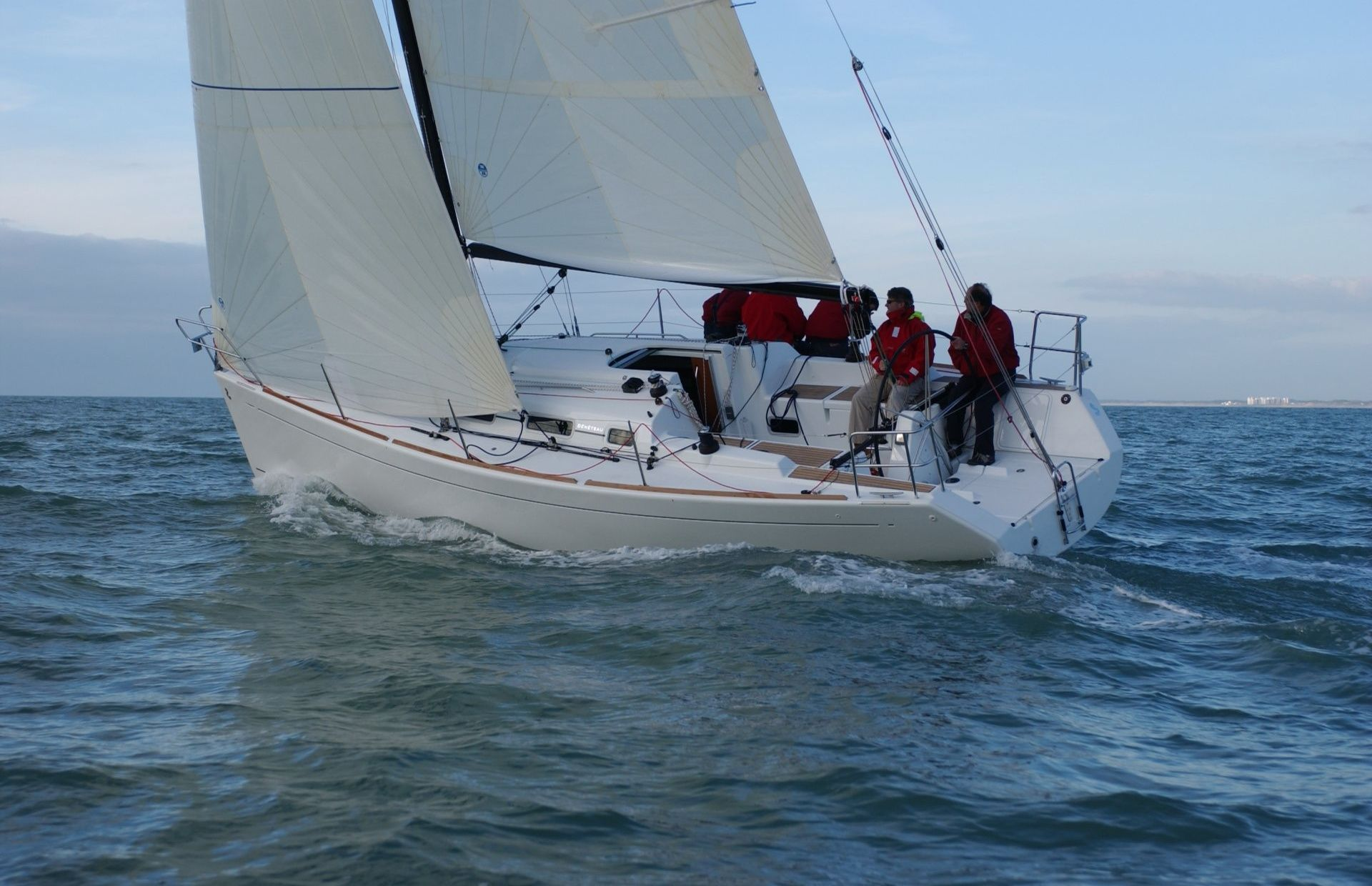 https://media.insailing.com/boat/beneteau-first-347/image_1582552776441.jpg