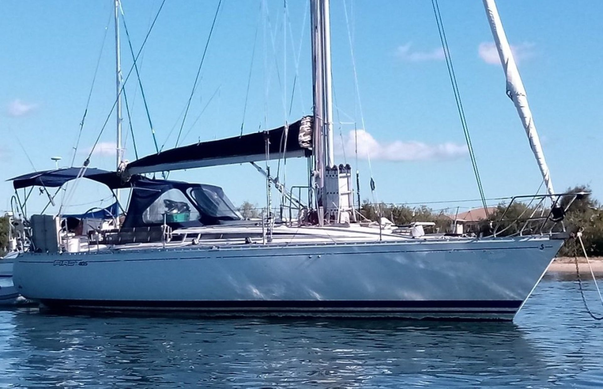 https://media.insailing.com/boat/beneteau-first-405/image_1601378611996.jpg