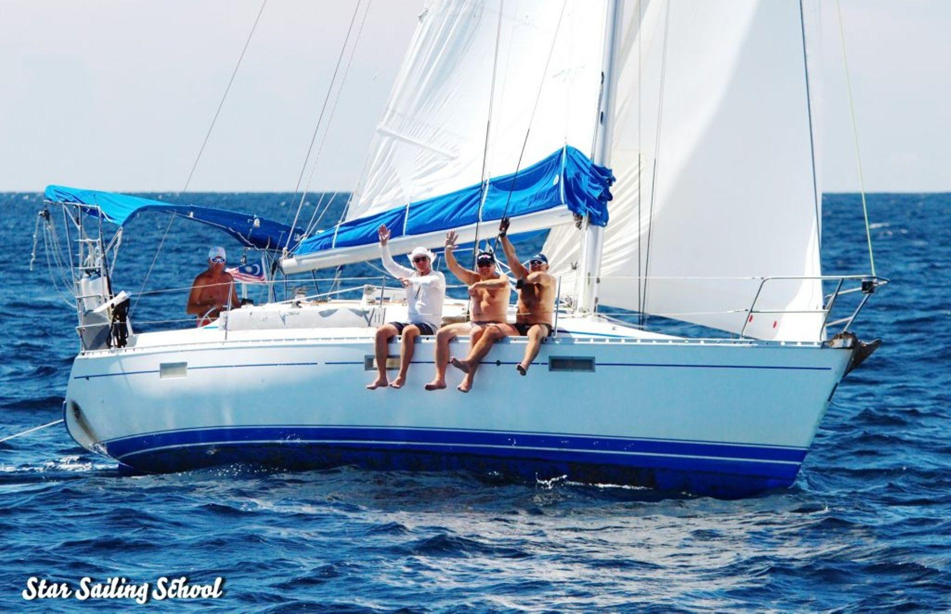 https://media.insailing.com/boat/beneteau-oceanis-370/image_1571132225077.jpg
