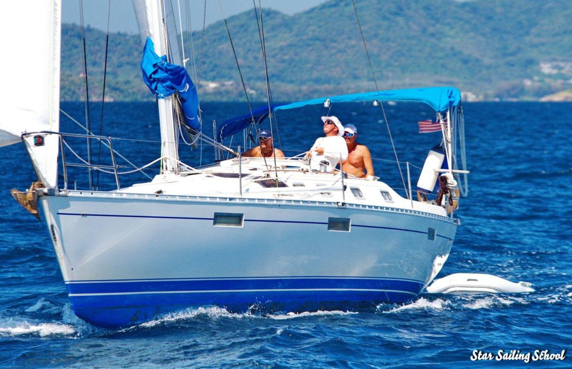https://media.insailing.com/boat/beneteau-oceanis-370/image_1571132225079.jpg