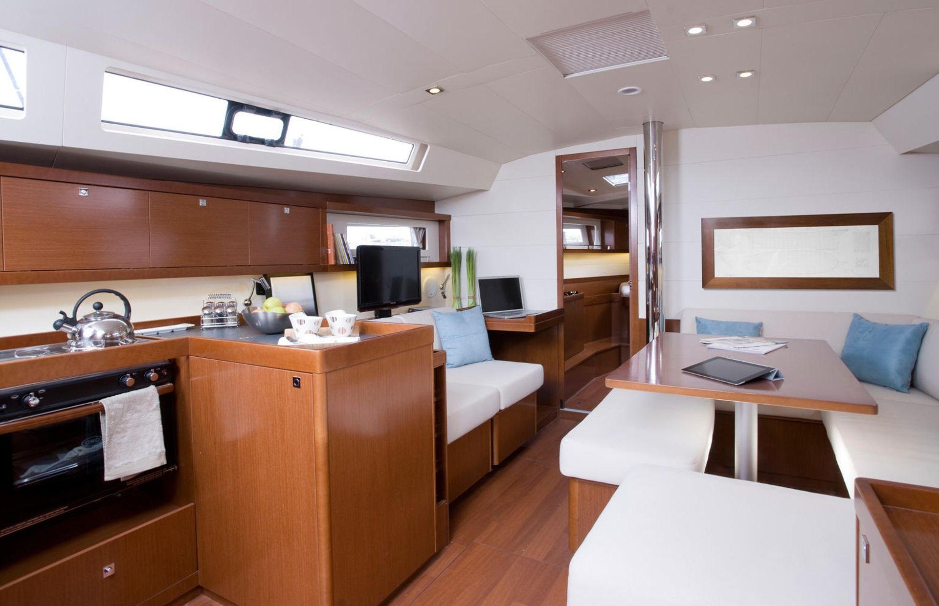 https://media.insailing.com/boat/beneteau-oceanis-45-2/image_1575447663712.jpg