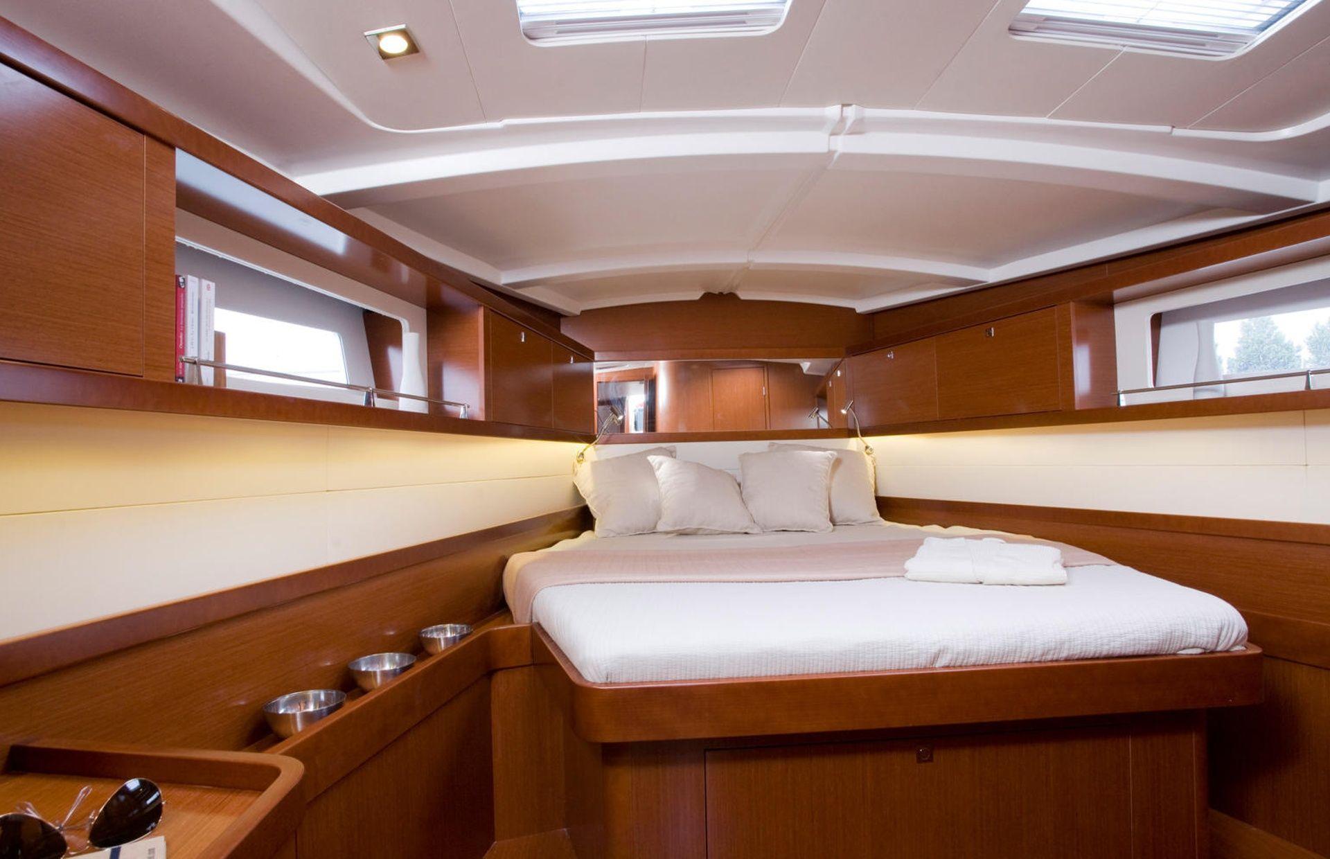 https://media.insailing.com/boat/beneteau-oceanis-45/image_1575446804507.jpg