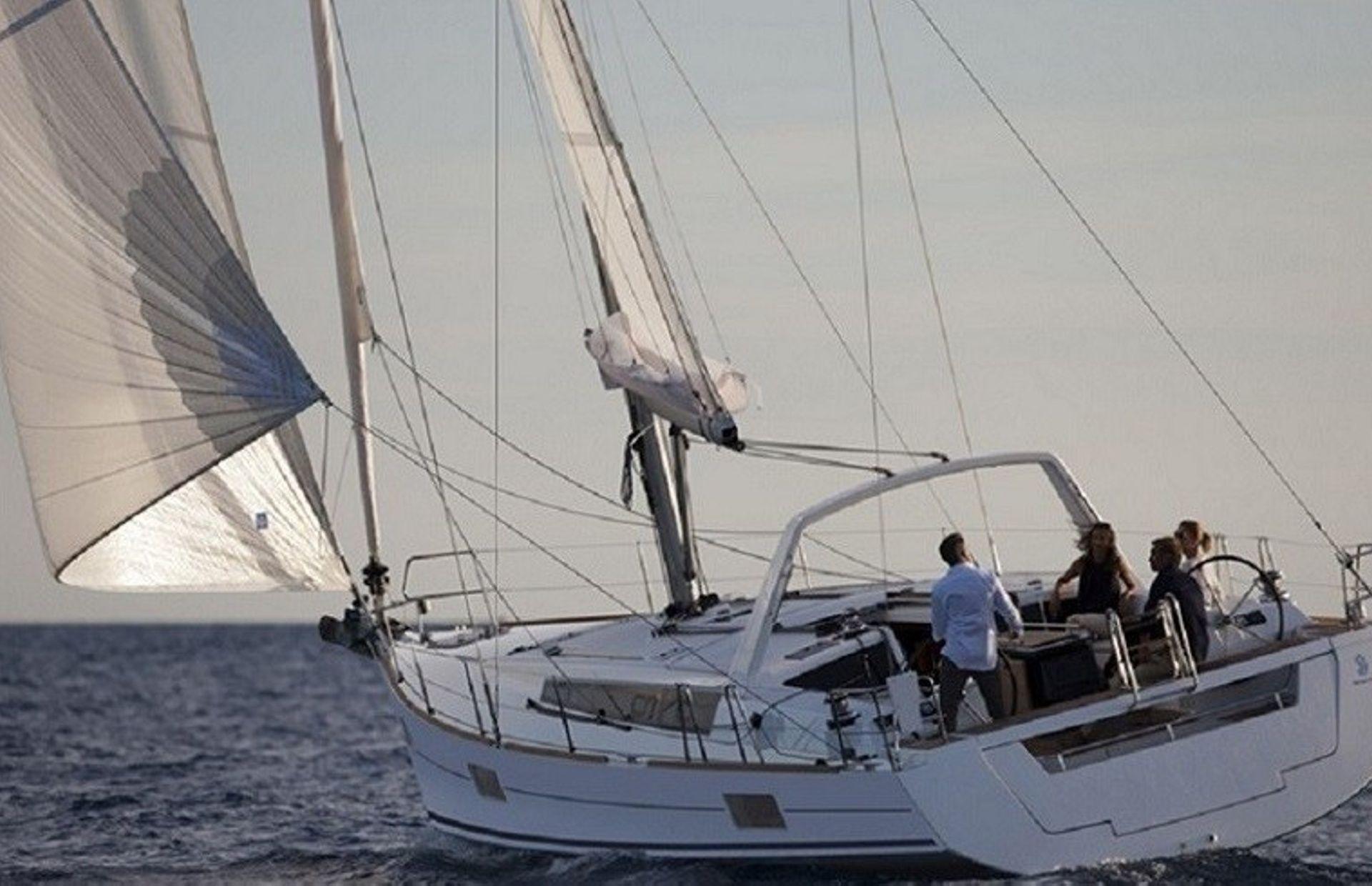 https://media.insailing.com/boat/beneteau-oceanis-48/image_1593697106213.jpg