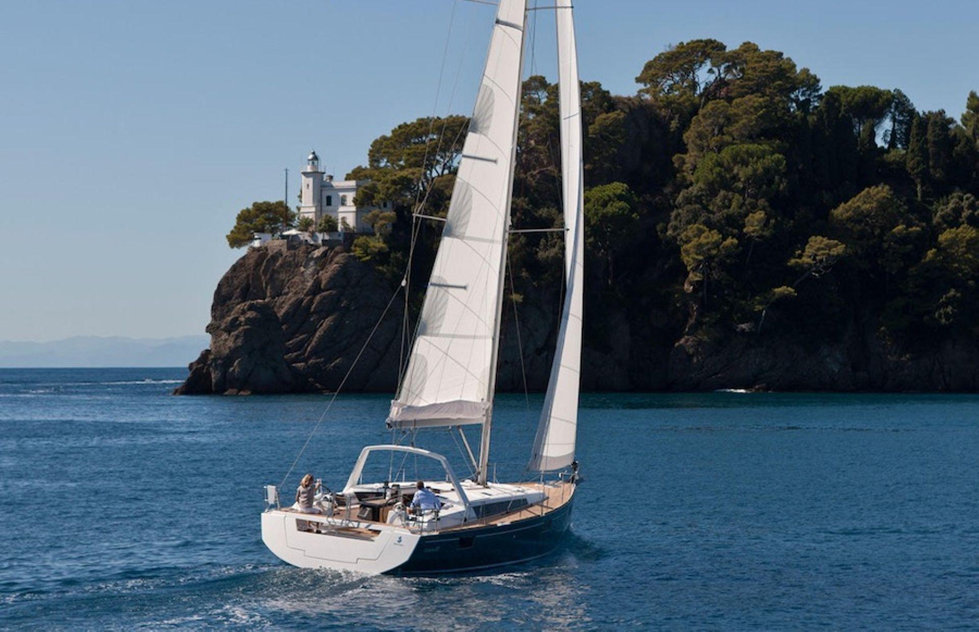 https://media.insailing.com/boat/beneteau-oceanis-48/image_1593697106214.jpg