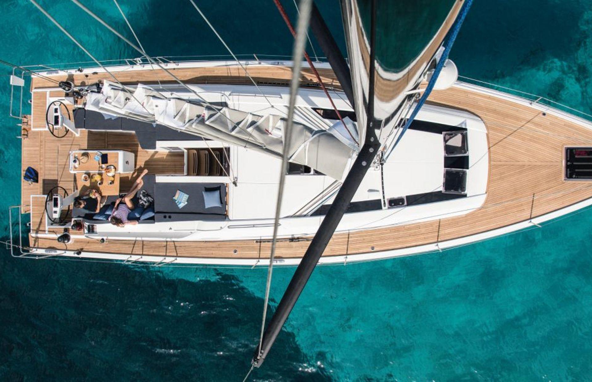 https://media.insailing.com/boat/beneteau-oceanis-51/image_1572277275724.jpg