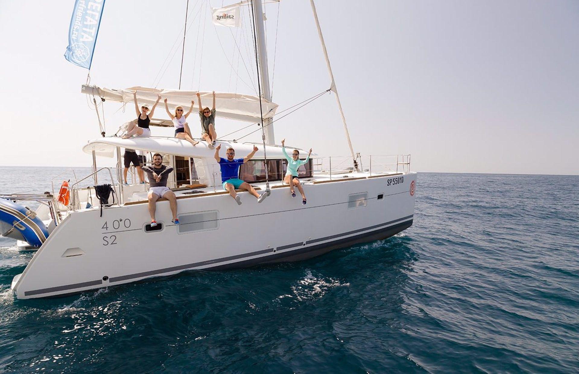 https://media.insailing.com/boat/beneteau/image_1563952352646.jpg