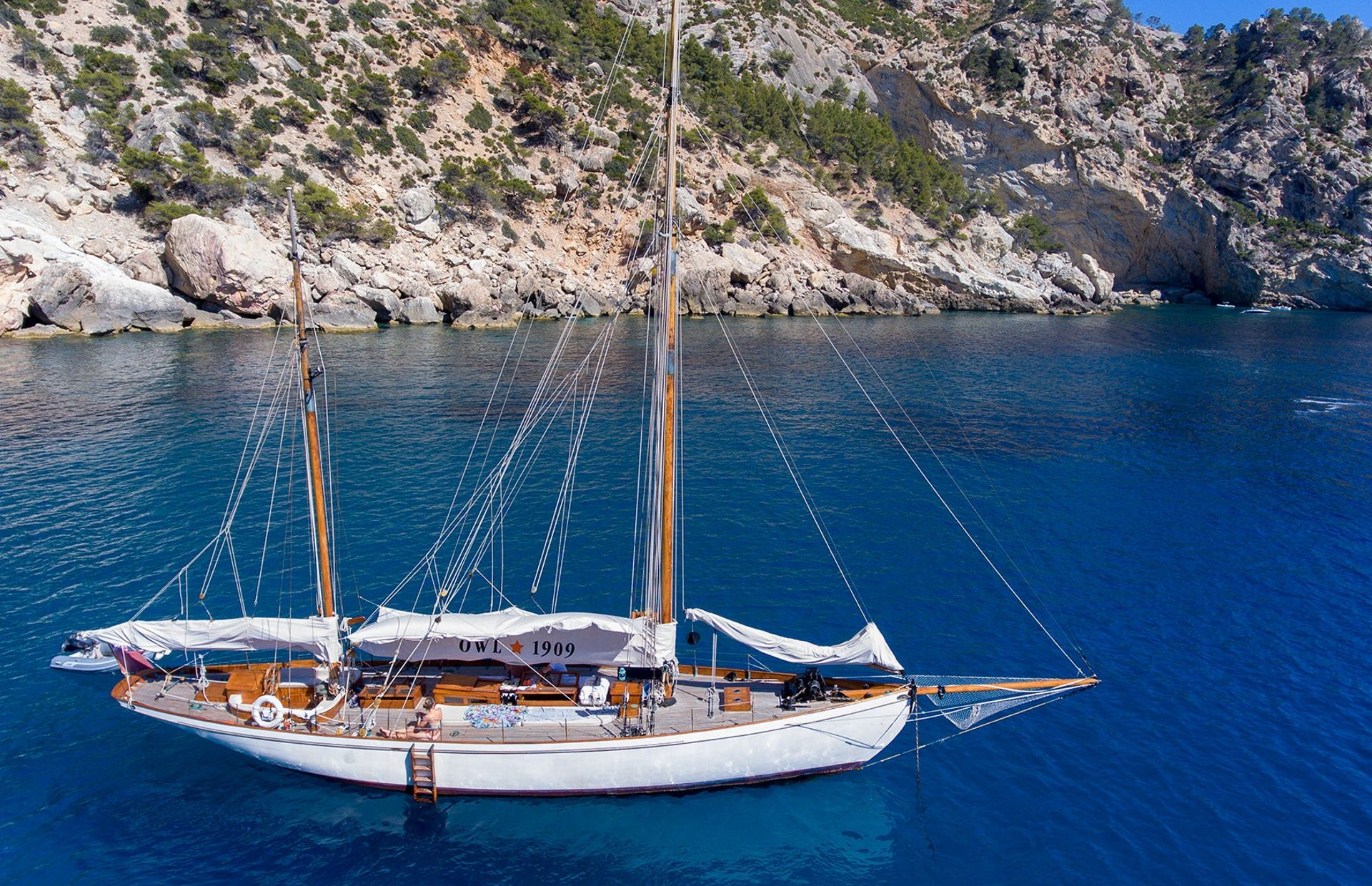 https://media.insailing.com/boat/classic-yacht/image_1579253797593.jpg