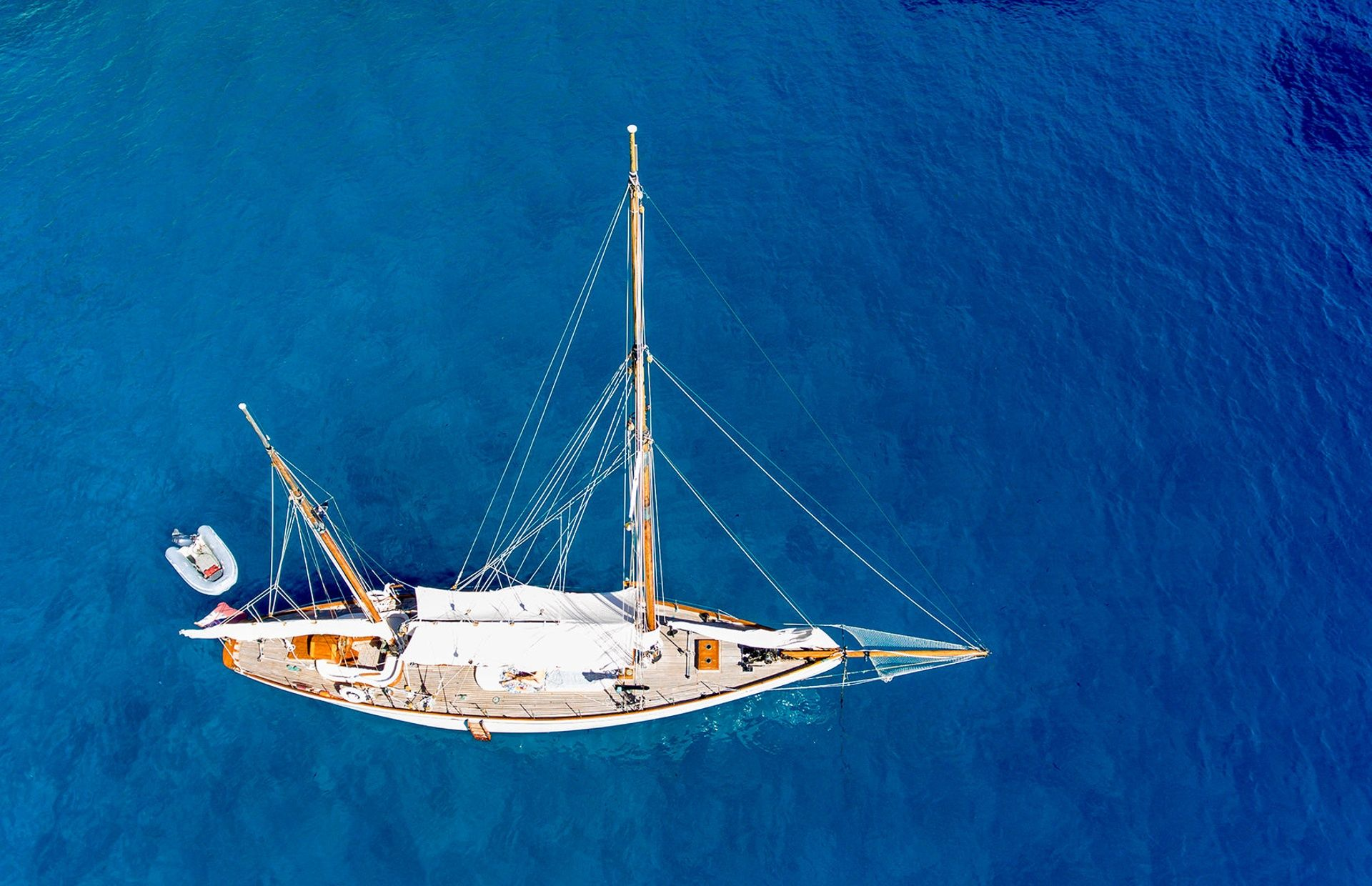 https://media.insailing.com/boat/classic-yacht/image_1579253797594.jpg