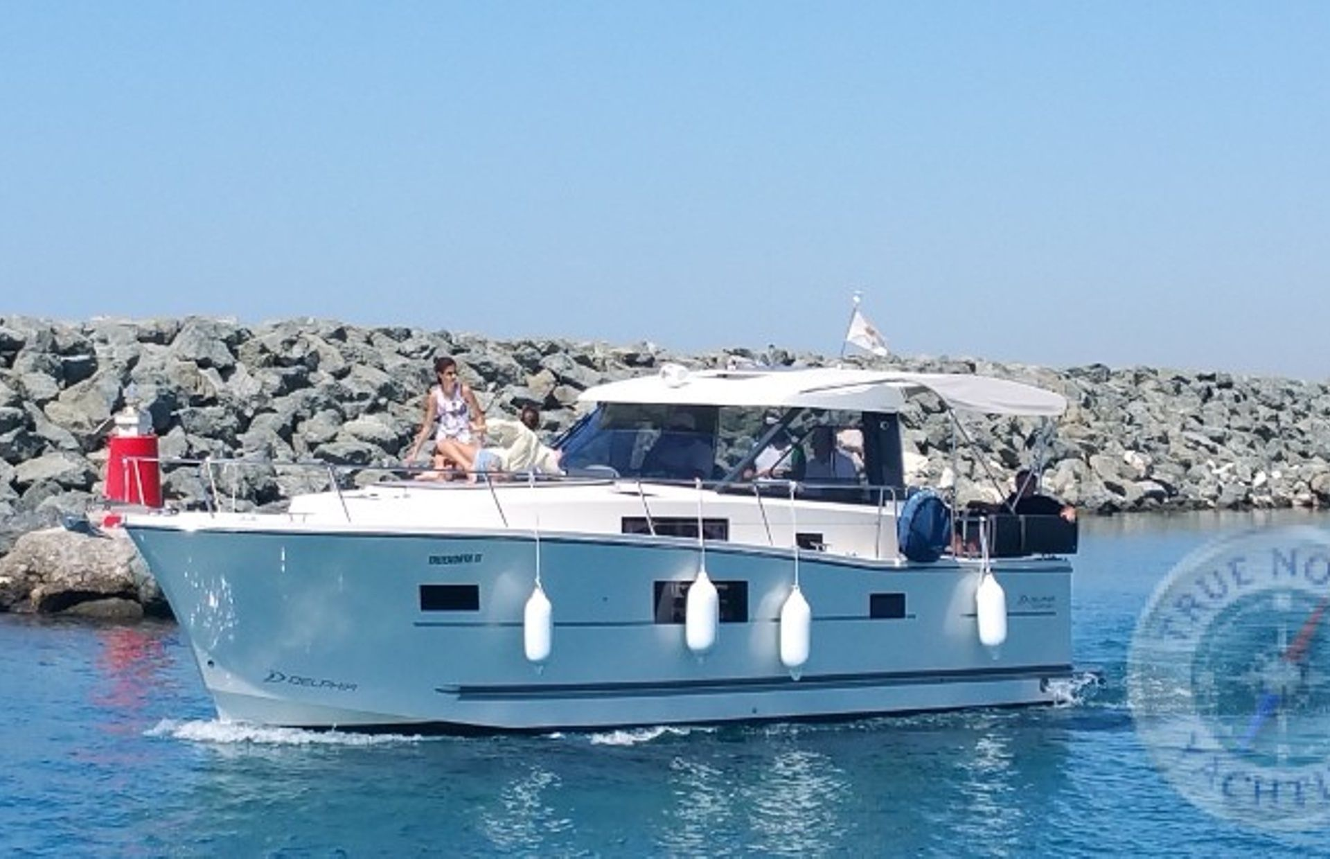 https://media.insailing.com/boat/delphia-1080-s/image_1594119453905.jpg