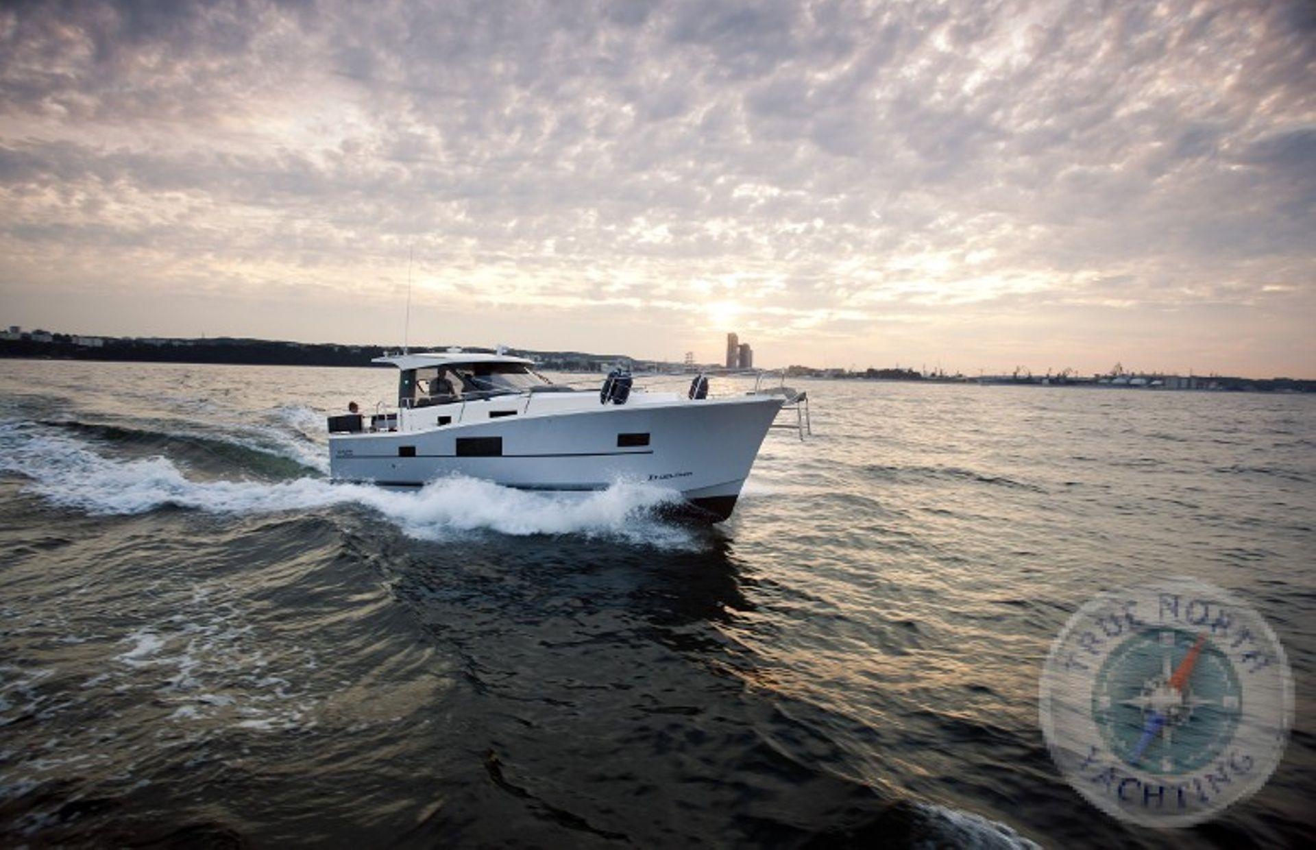 https://media.insailing.com/boat/delphia-1080-s/image_1594119453906.jpg