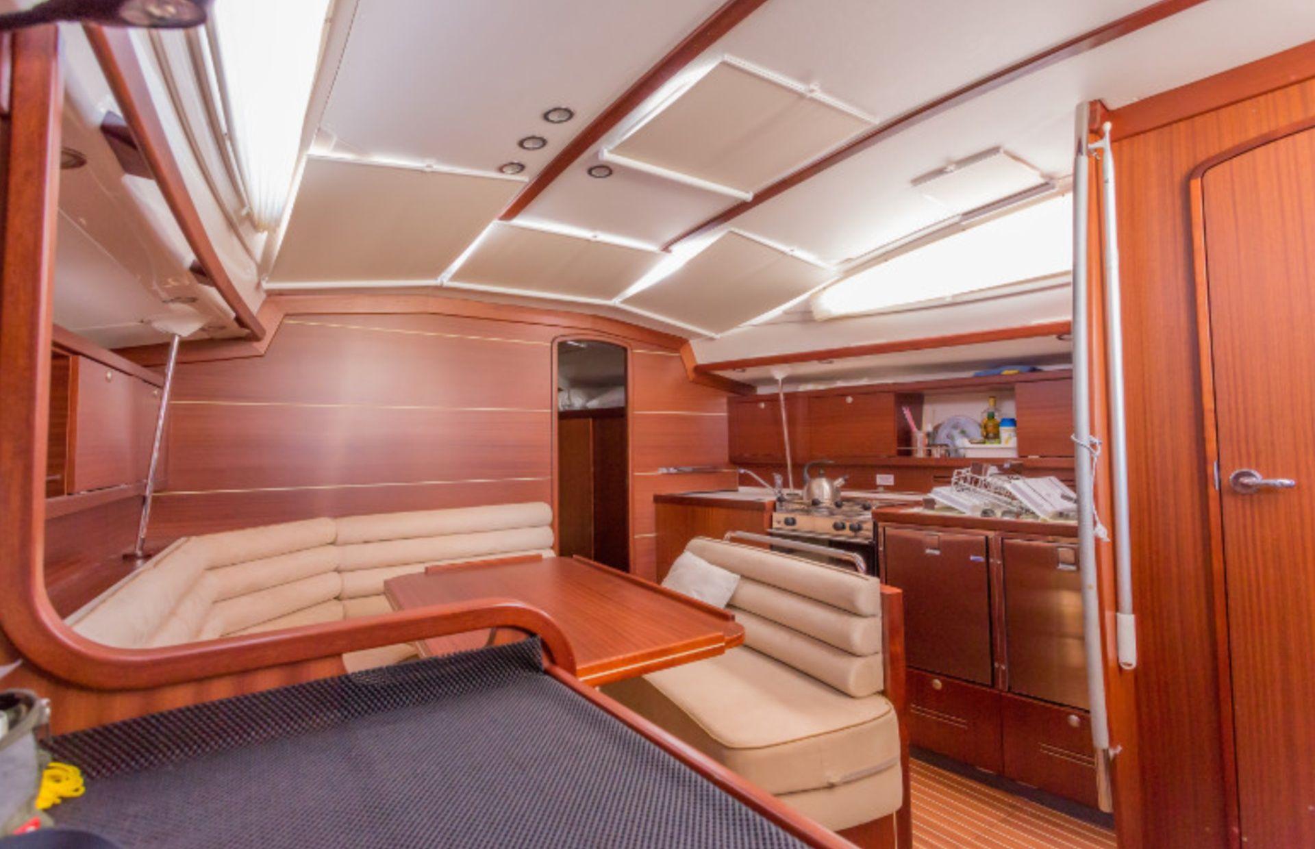 https://media.insailing.com/boat/delphia-40.3/image_1570604642470.jpg