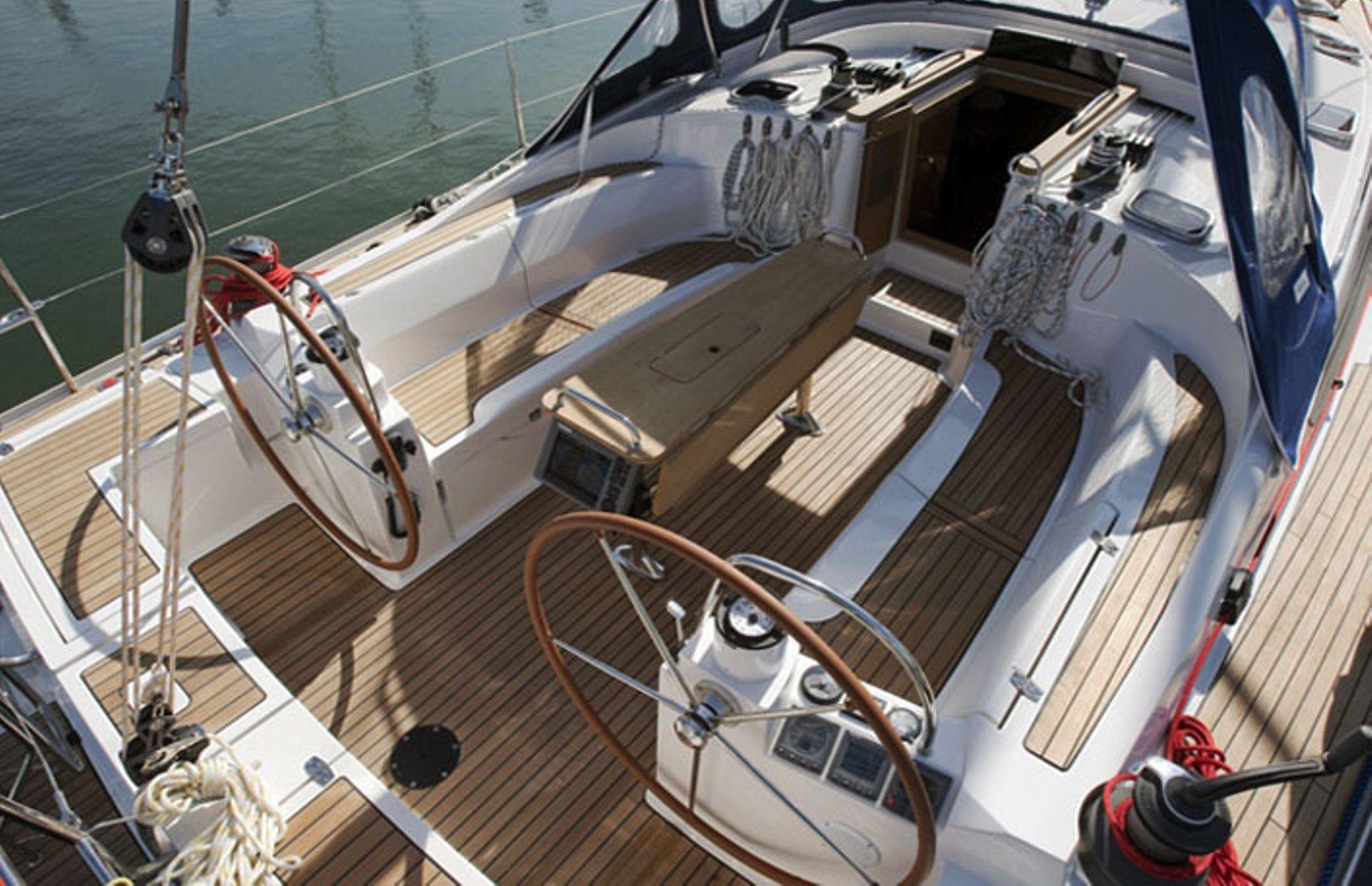 https://media.insailing.com/boat/delphia-47/image_1571836828090.jpg