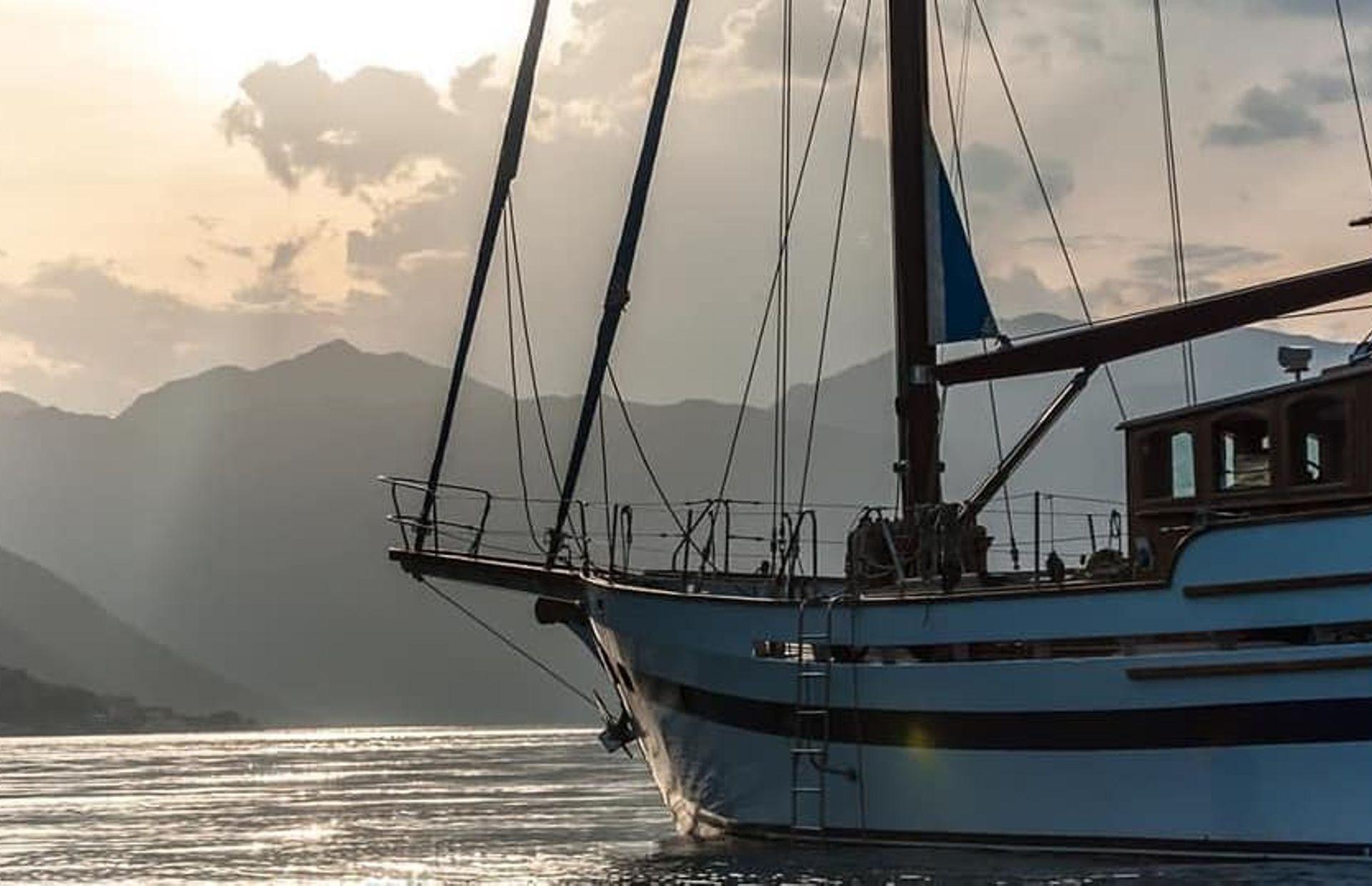 https://media.insailing.com/boat/dream-island/image_1581689672625.jpg