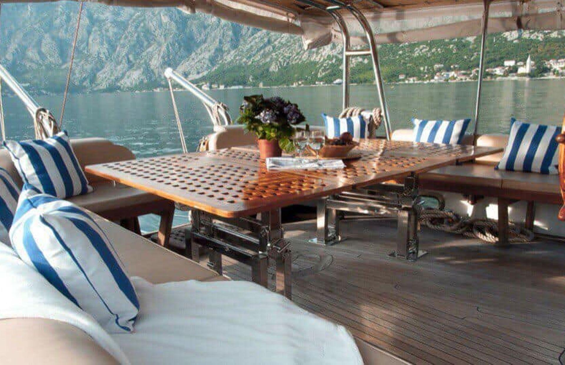 https://media.insailing.com/boat/dream-island/image_1581689672626.jpg