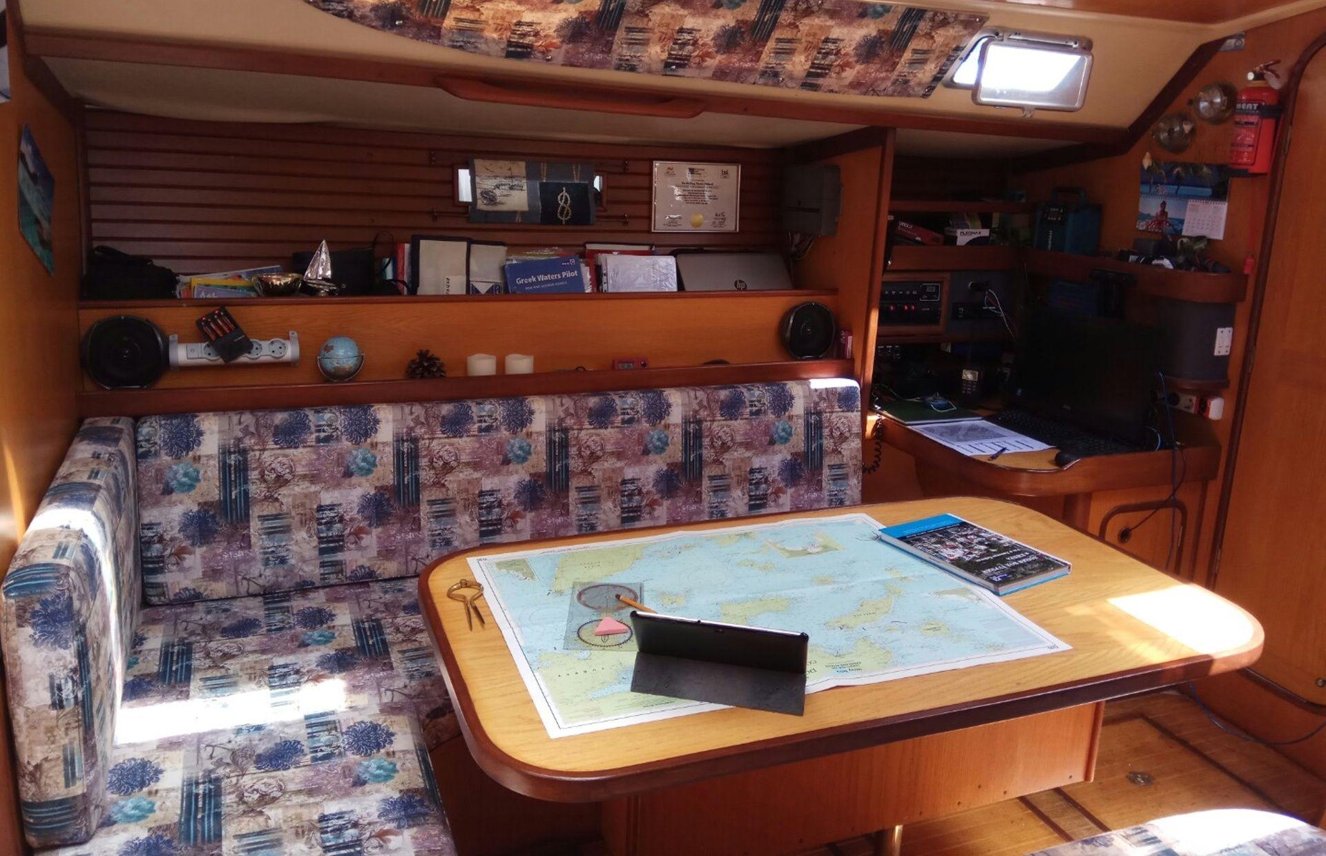 https://media.insailing.com/boat/dream/image_1589540189089.jpg