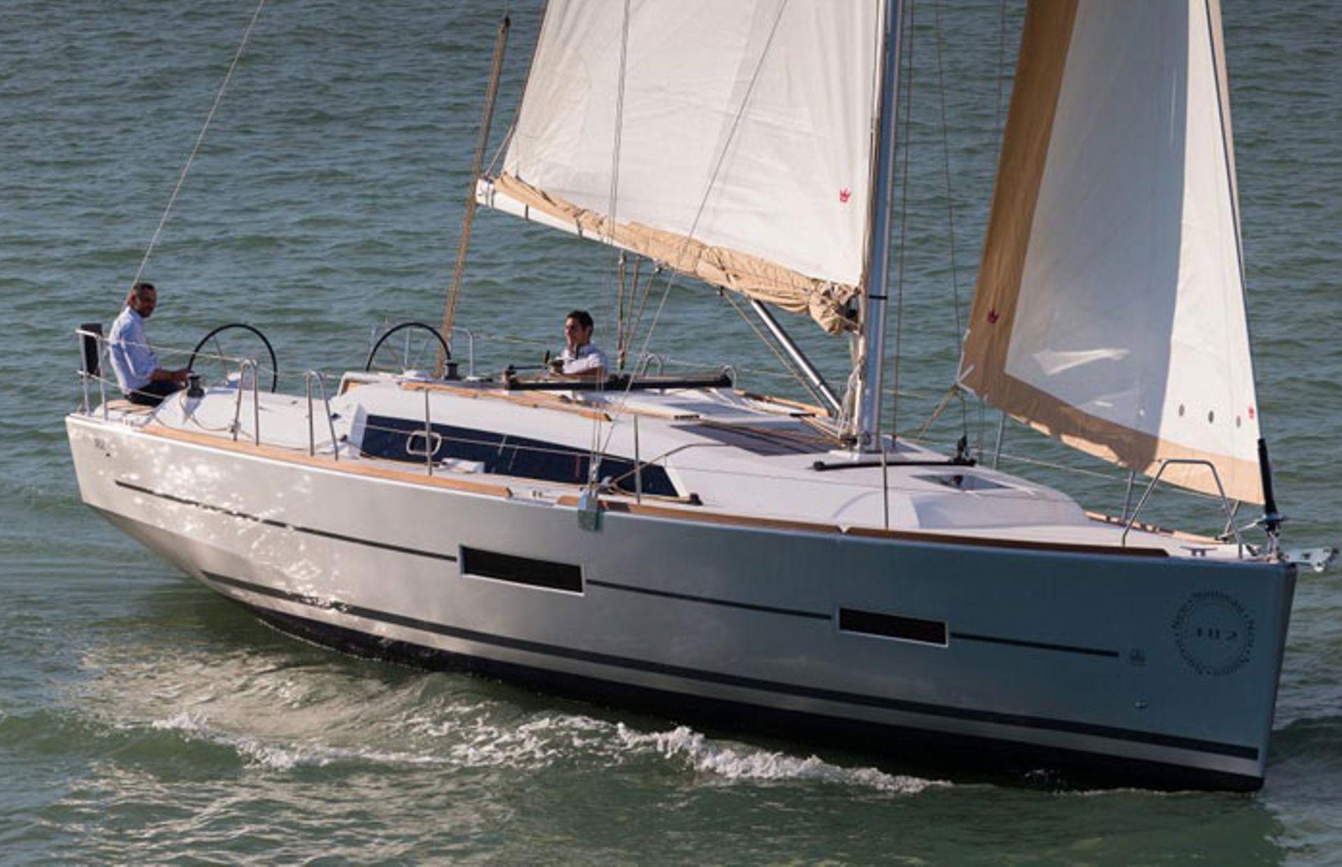 https://media.insailing.com/boat/dufour-382-gl/image_1583773218926.jpg