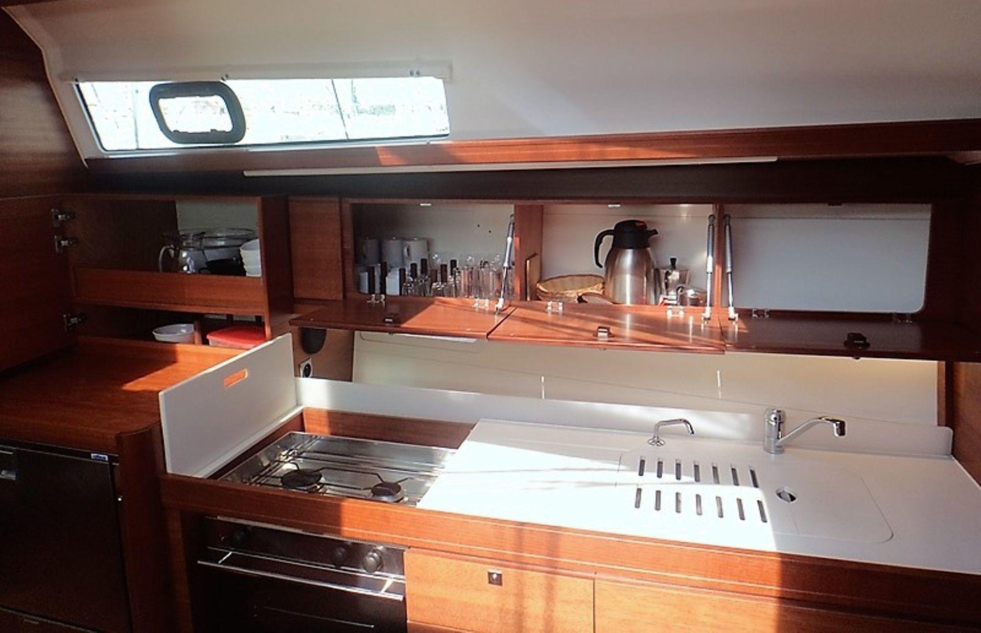 https://media.insailing.com/boat/dufour-382-gl/image_1583773218932.jpg