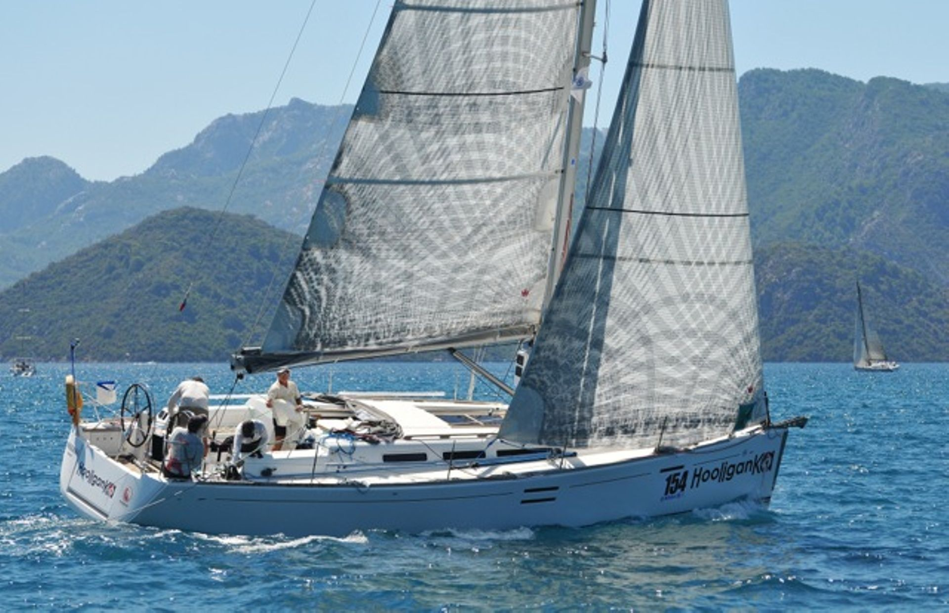 https://media.insailing.com/boat/dufour-40e/image_1580980672281.jpg