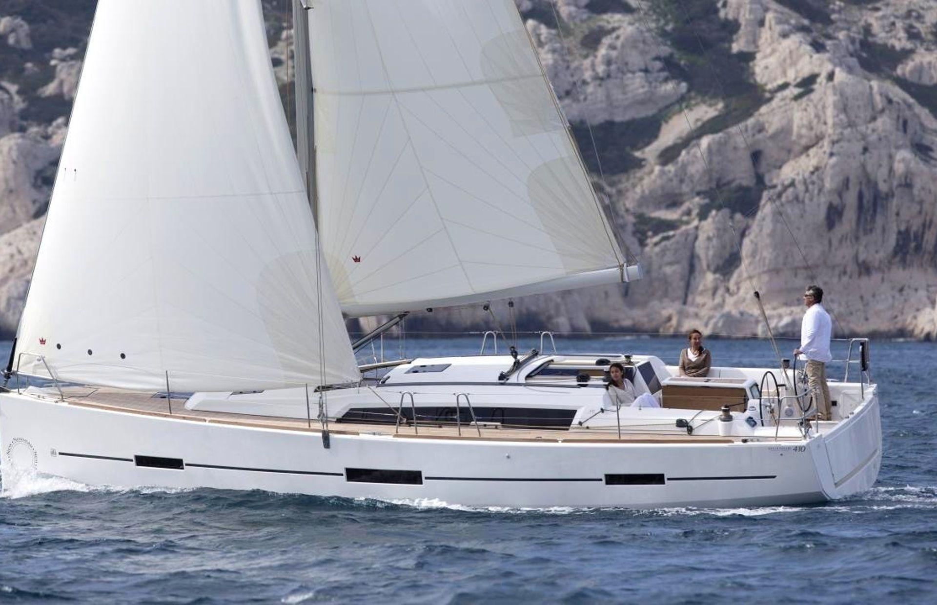 https://media.insailing.com/boat/dufour-450-gl/image_1596793001312.jpg