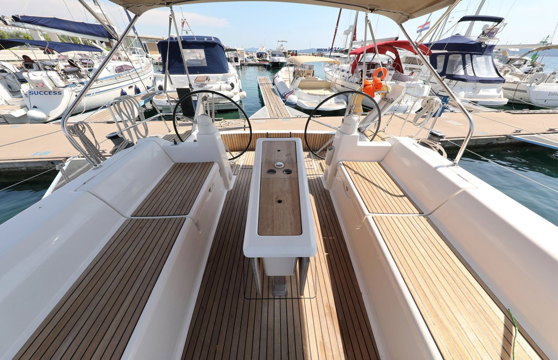 https://media.insailing.com/boat/dufour-450-gl/image_1596793001314.jpg