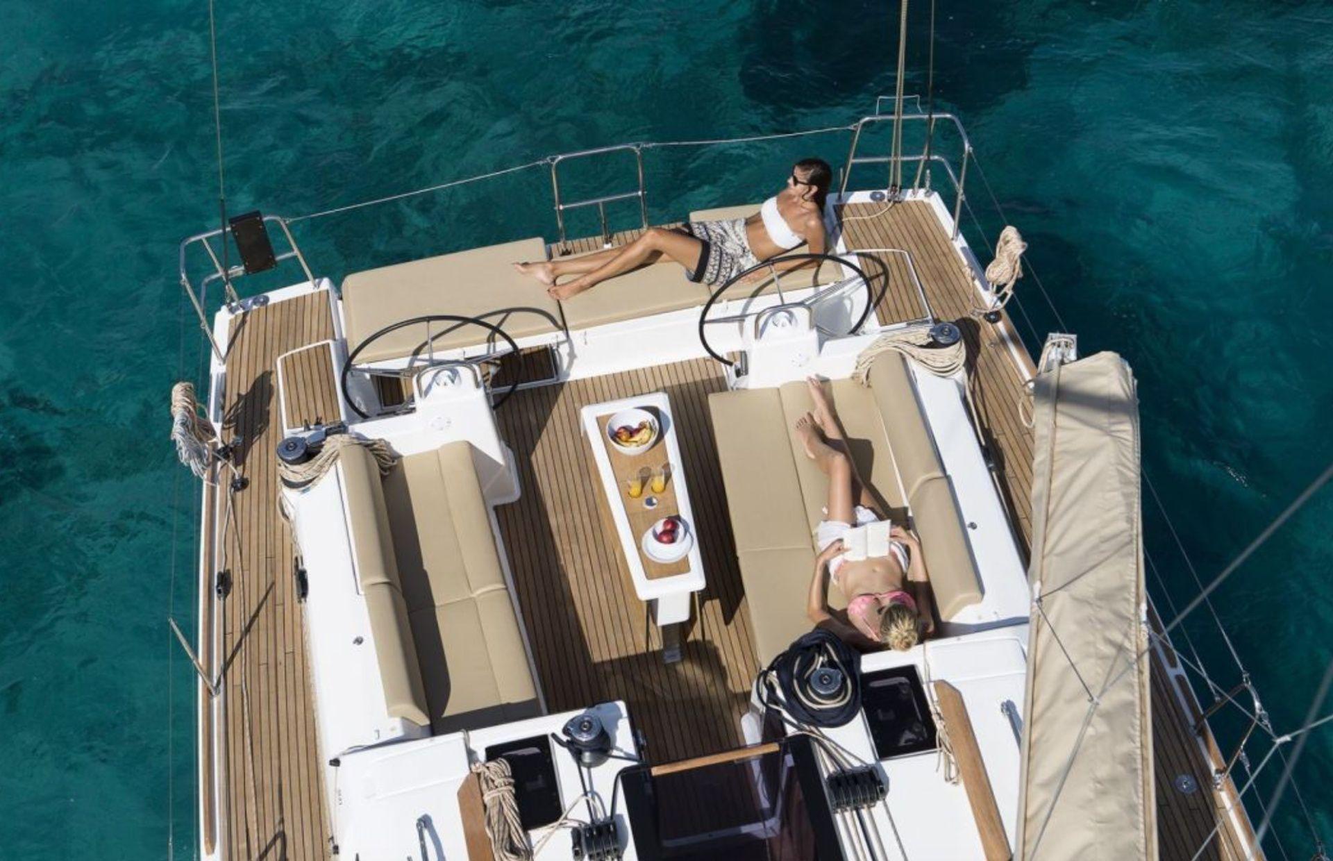 https://media.insailing.com/boat/dufour-451/image_1566327552491.jpg