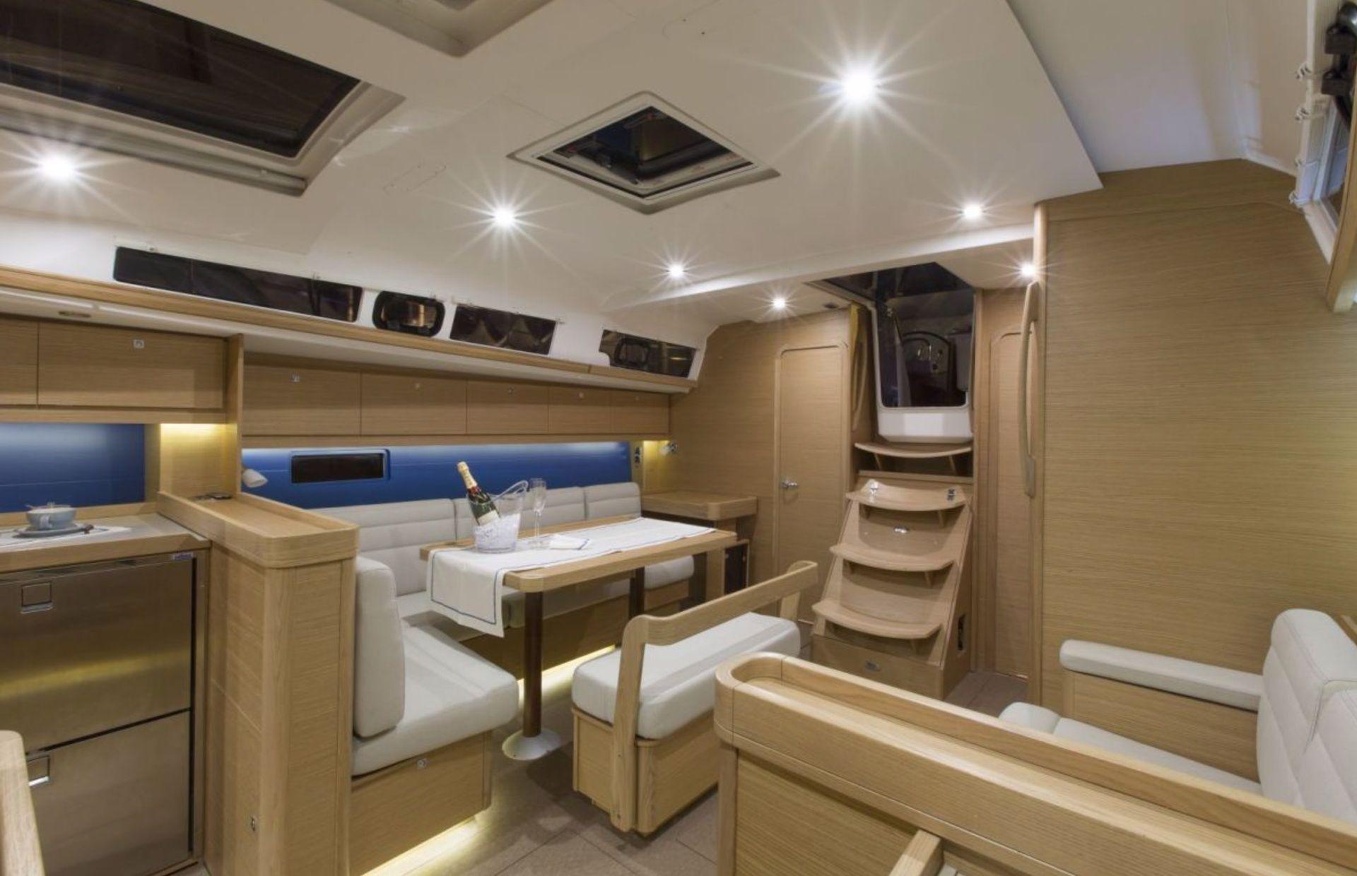 https://media.insailing.com/boat/dufour-451/image_1566327552493.jpg