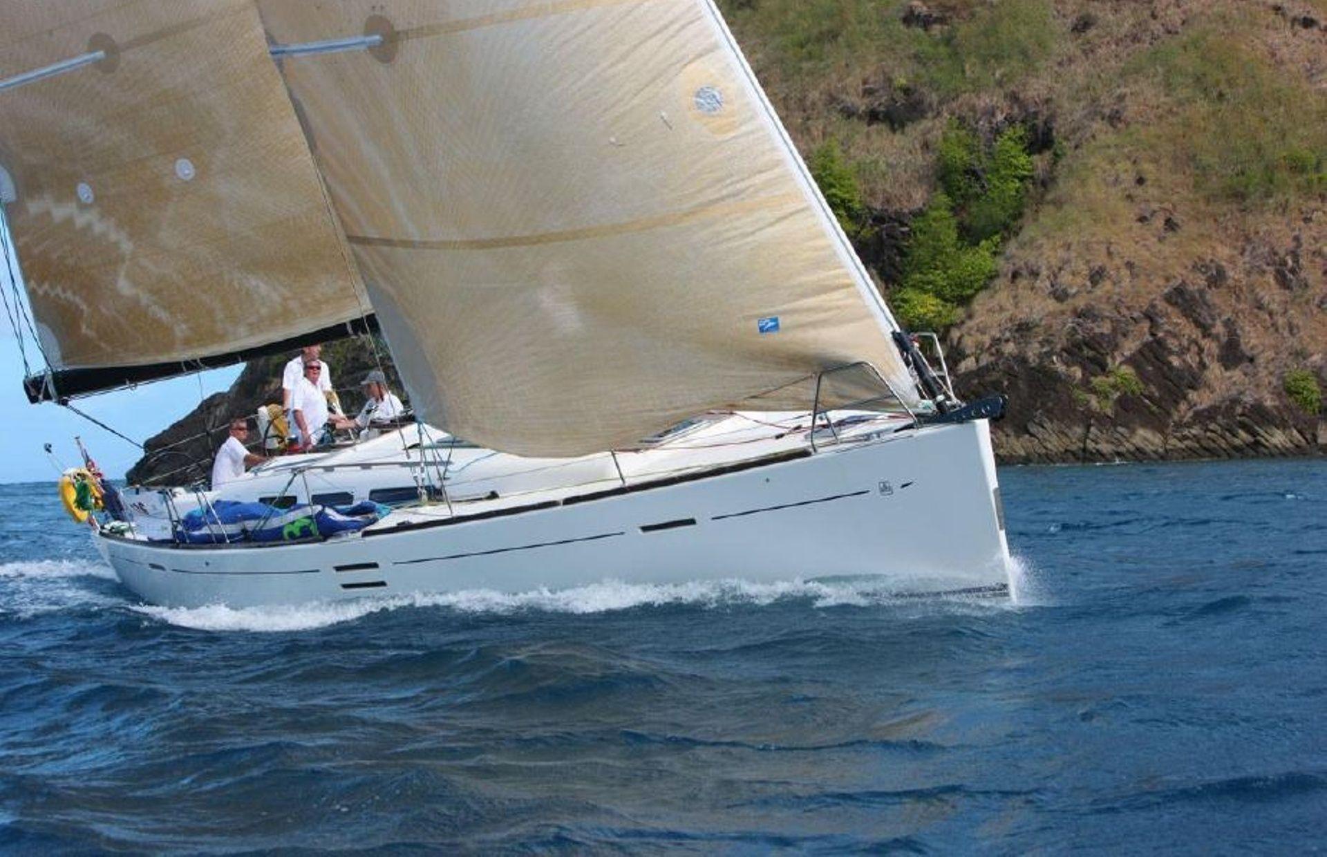 https://media.insailing.com/boat/dufour-452/image_1567179857342.jpg