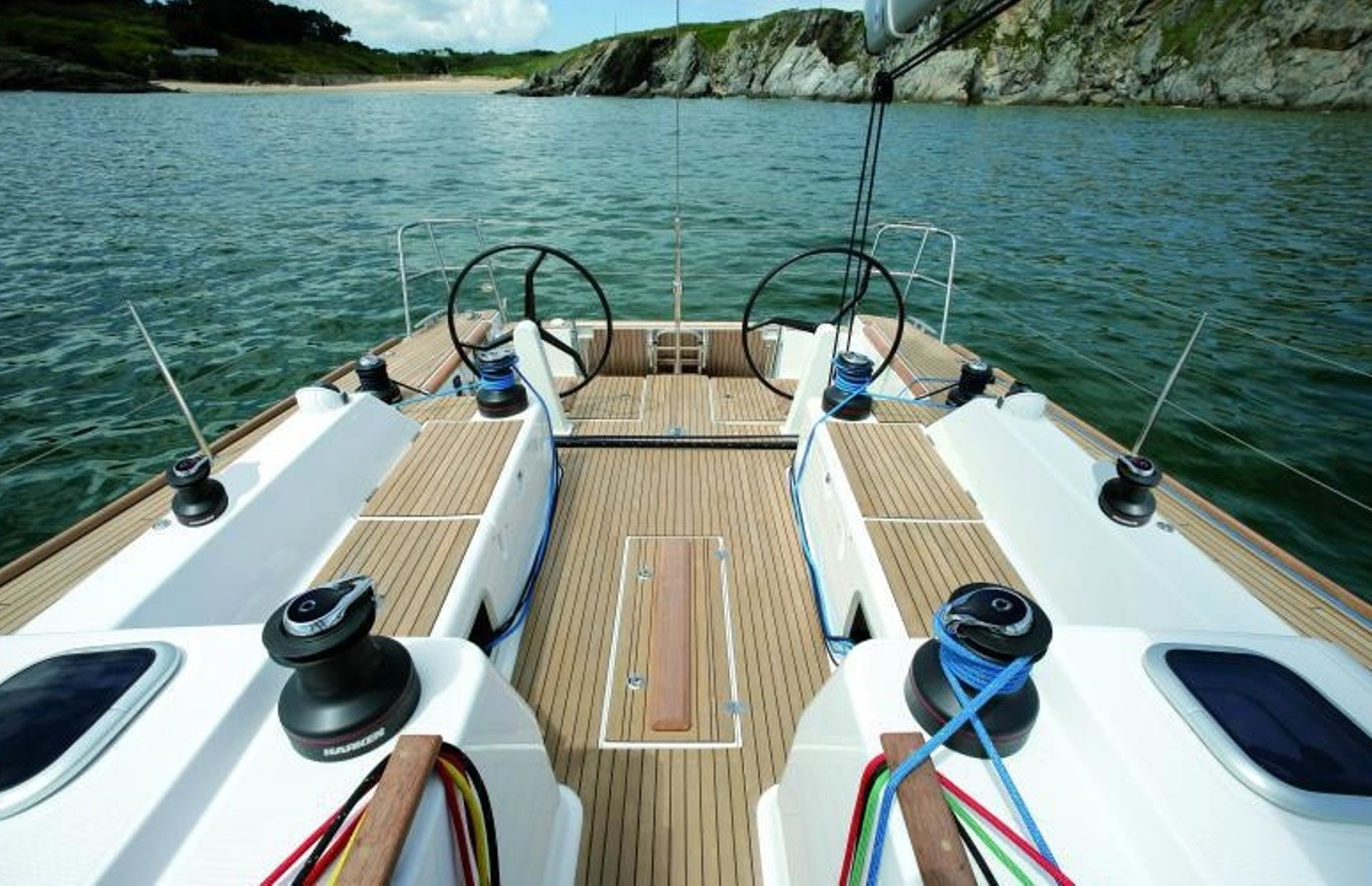 https://media.insailing.com/boat/dufour-452/image_1567179857344.jpg
