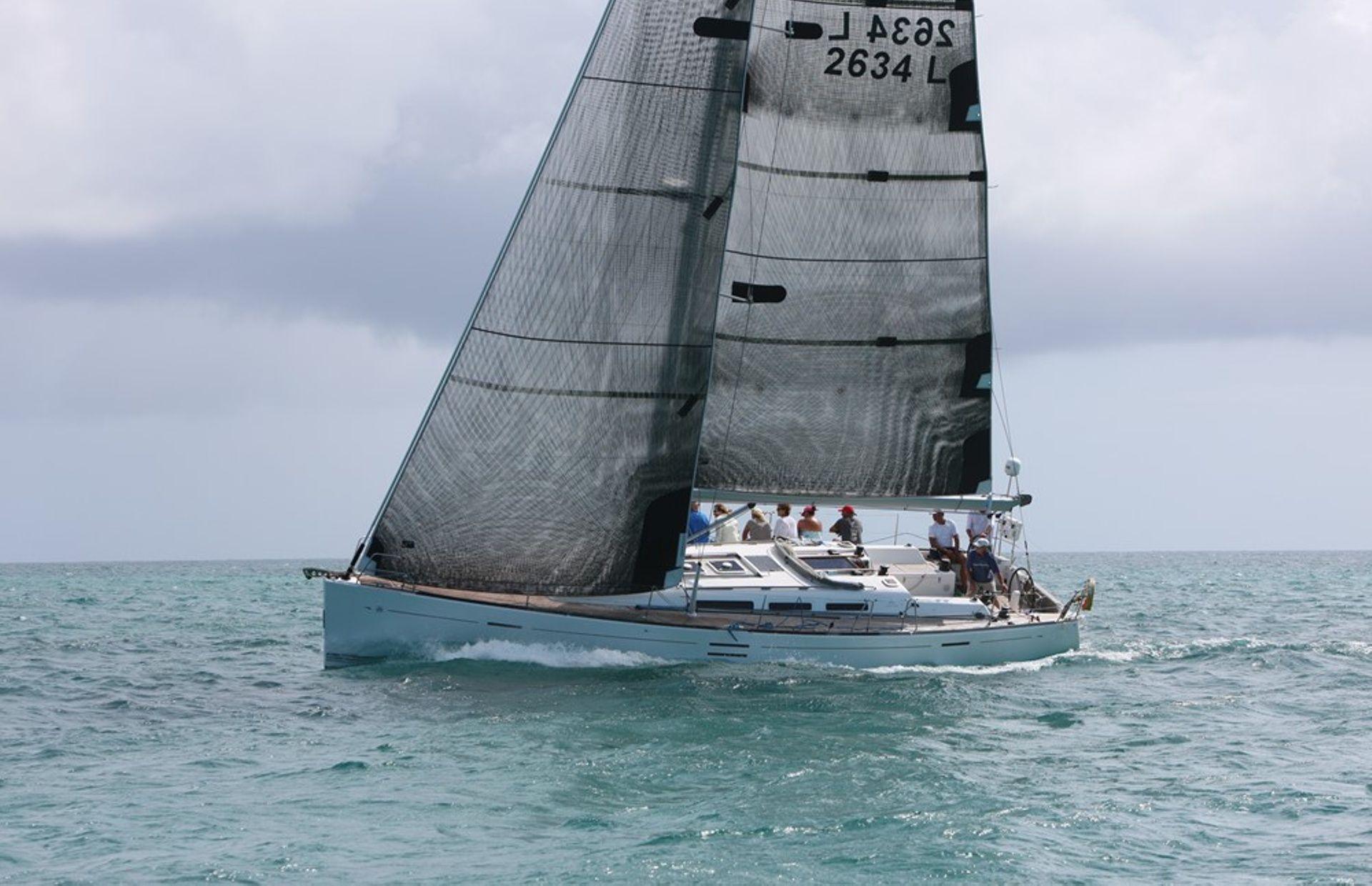 https://media.insailing.com/boat/dufour-452/image_1567179857346.jpg