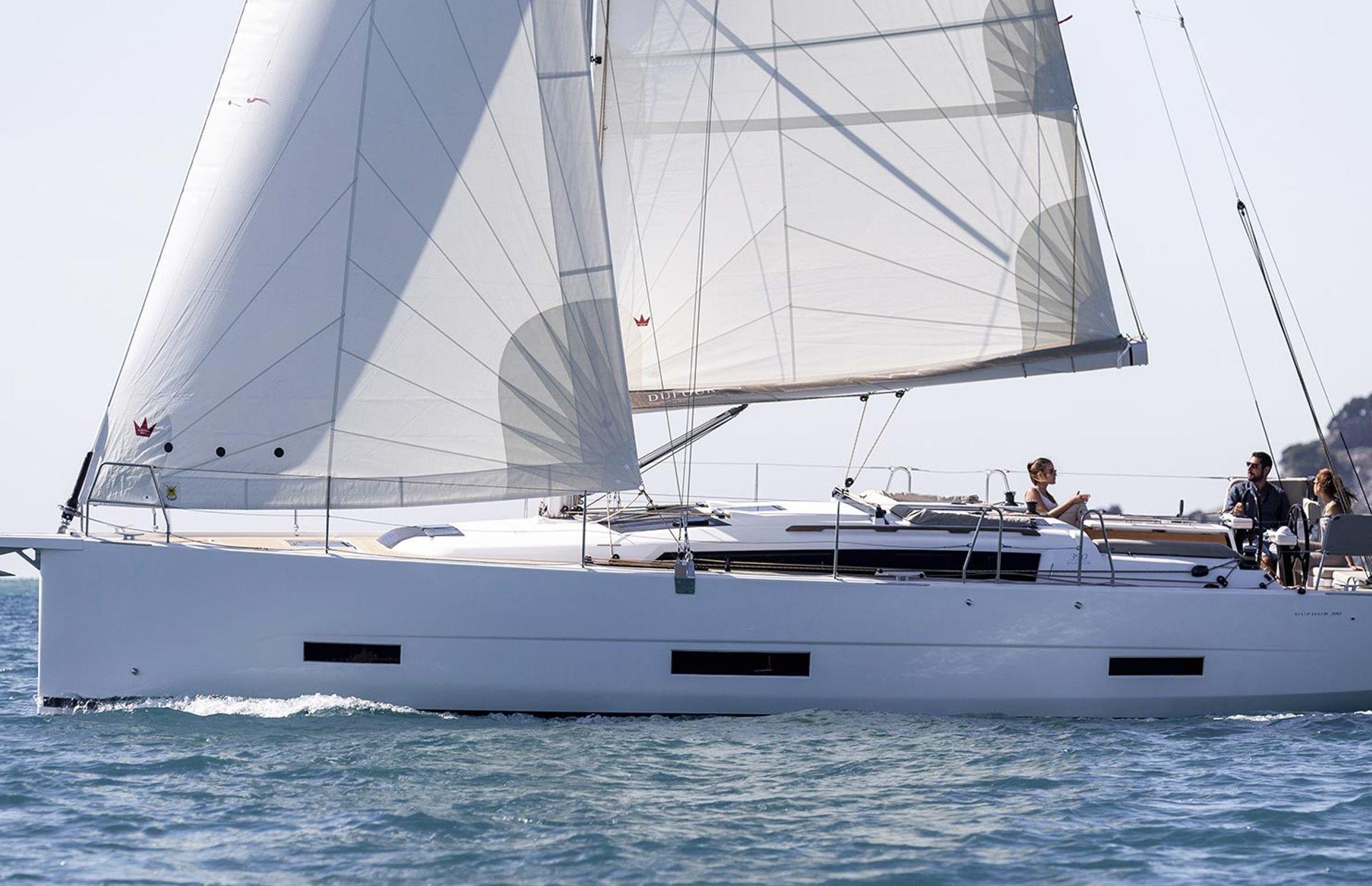 https://media.insailing.com/boat/dufour-453/image_1567594505093.jpg