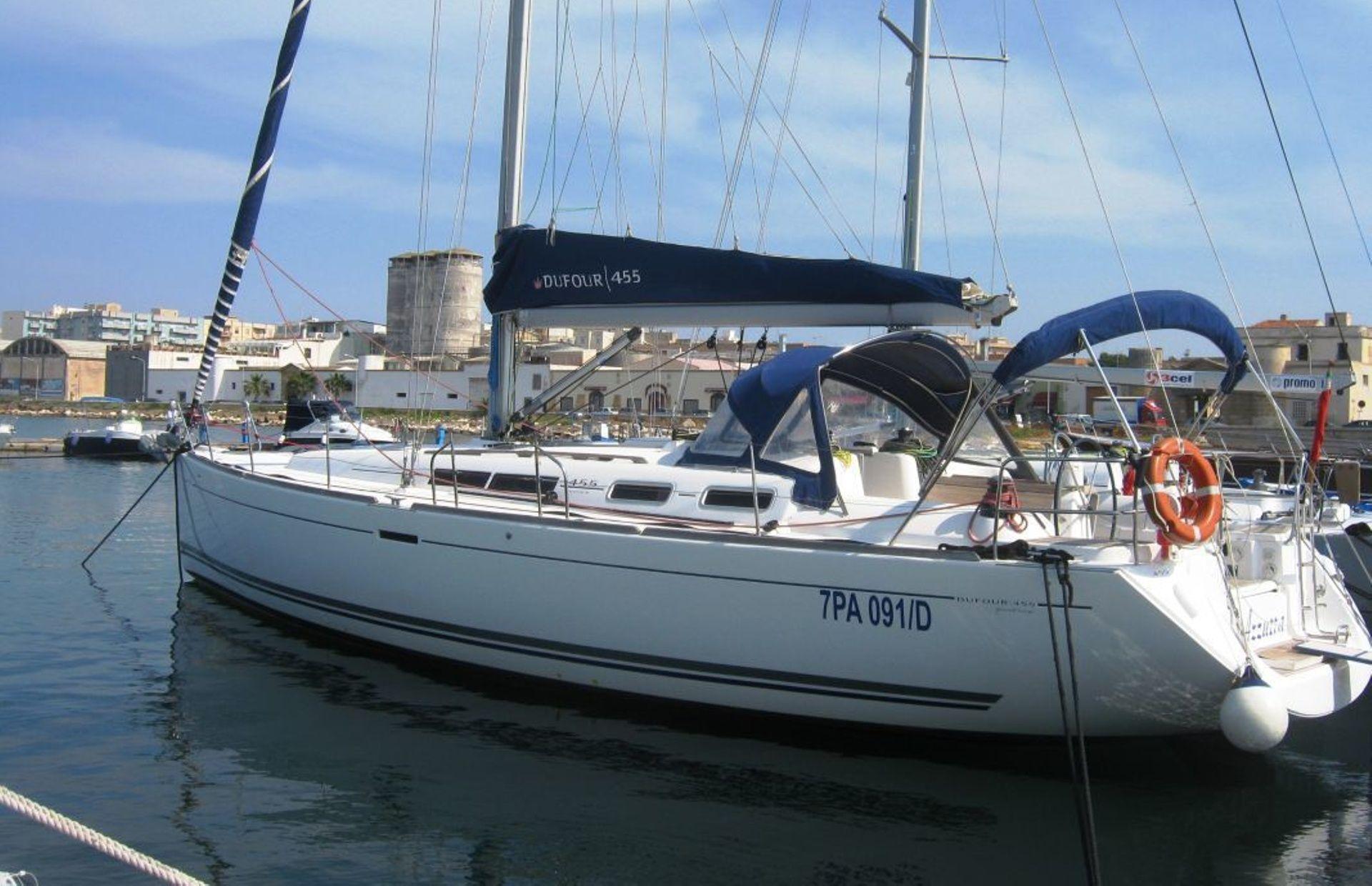 https://media.insailing.com/boat/dufour-455/image_1576069514166.jpg