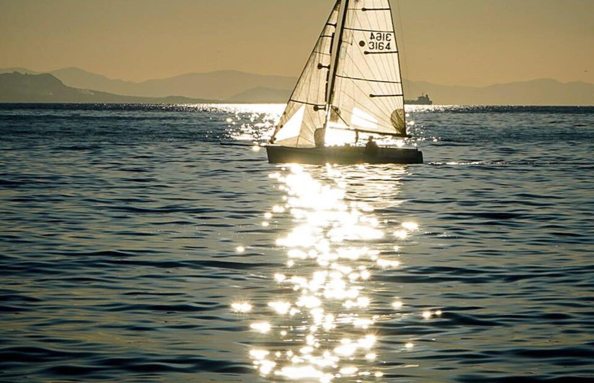 https://media.insailing.com/boat/dufour-45e-perfomance/image_1580981679982.jpg