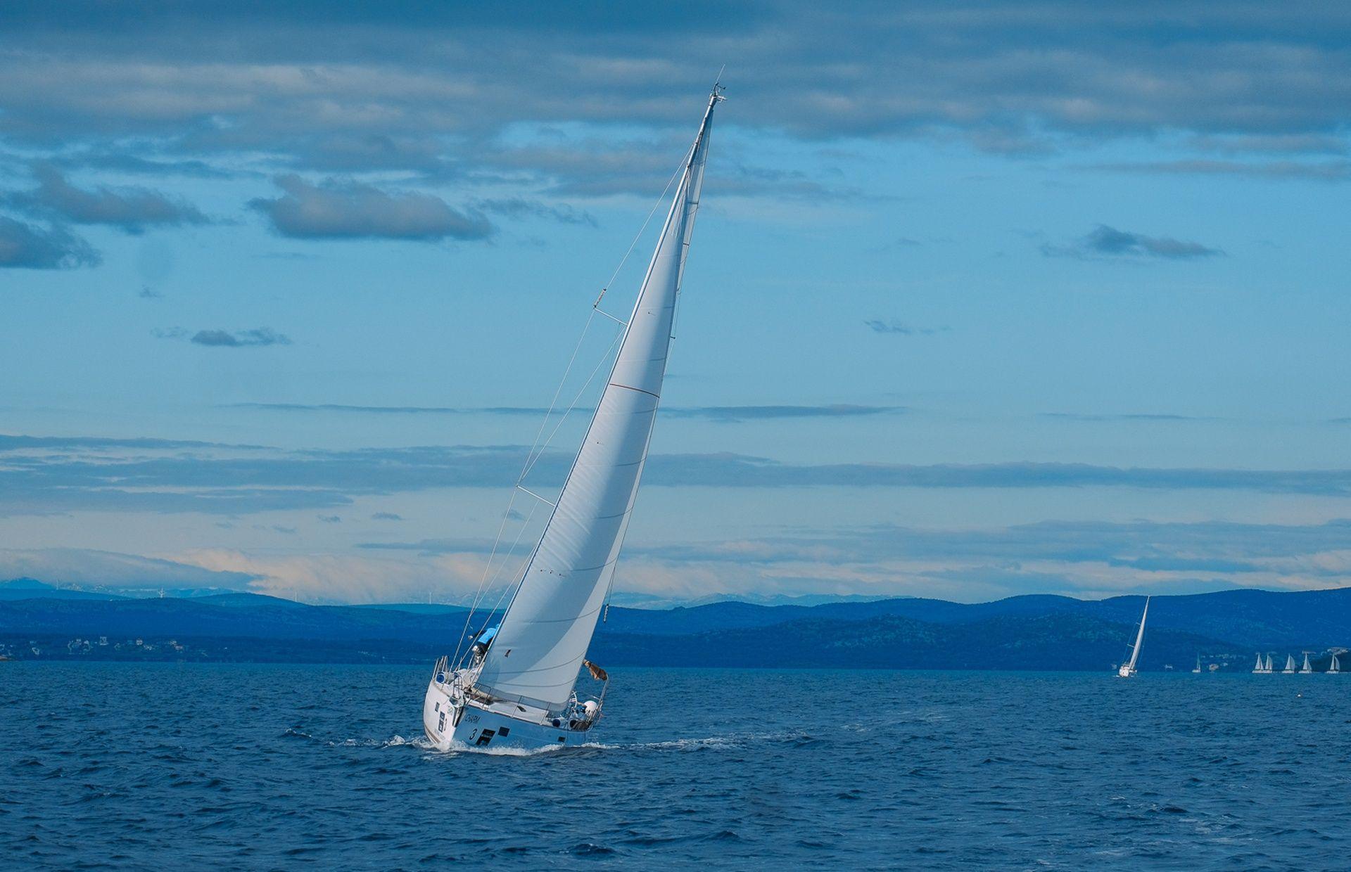 https://media.insailing.com/boat/dufour-520/image_1571034847420.jpg