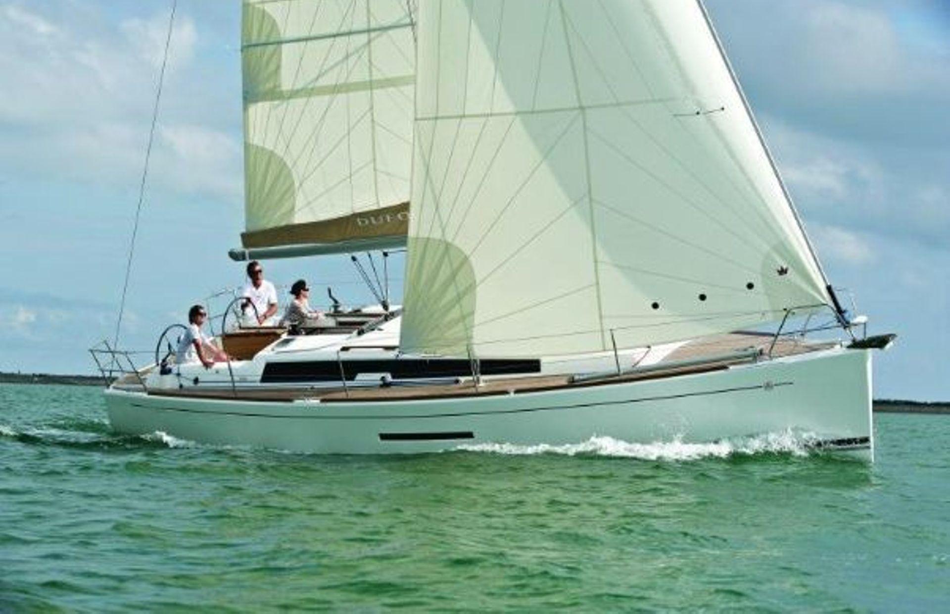https://media.insailing.com/boat/dufour/image_1563876371580.jpg