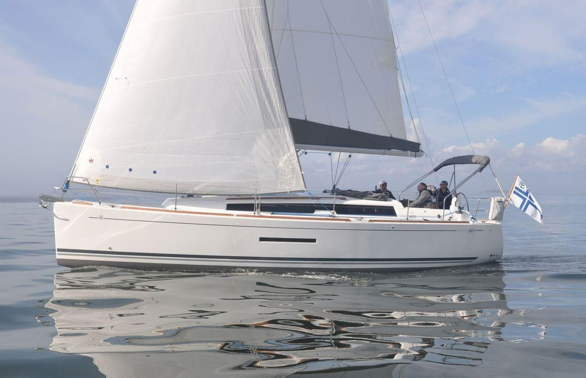 https://media.insailing.com/boat/dufour/image_1563876371581.jpg